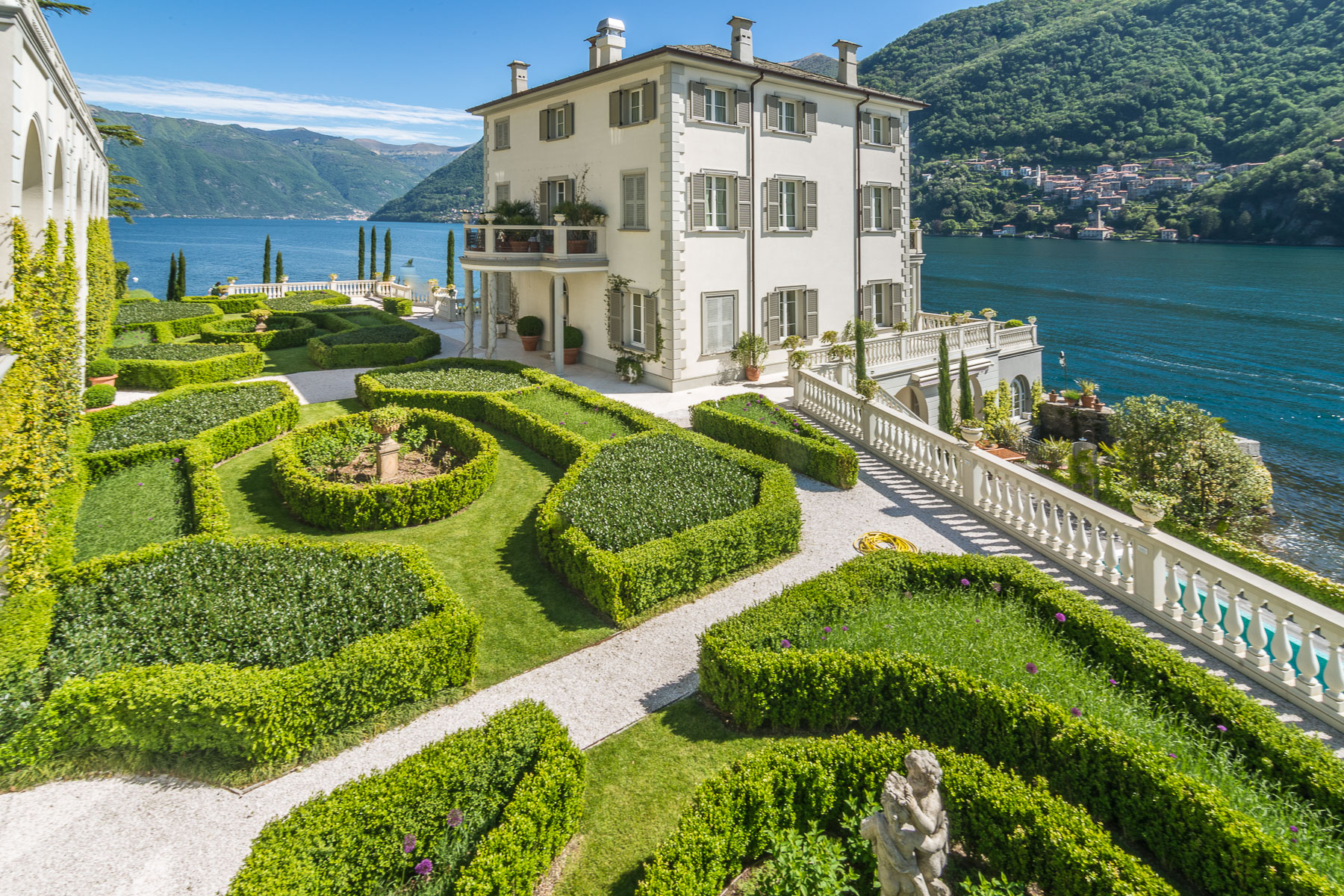 Property для того Продажа на Gorgeous lakefront trophy estate Laglio, Como Италия