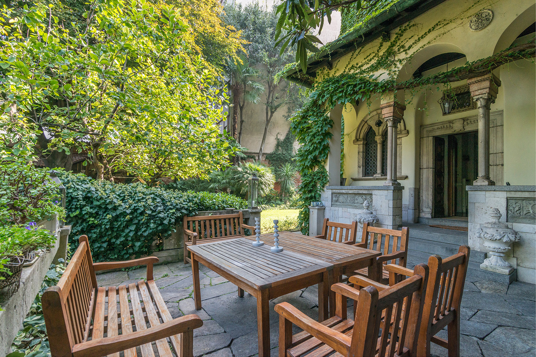 Apartments for Sale at Wonderful home with a huge garden in the heart of Milan Milano, Milan Italy