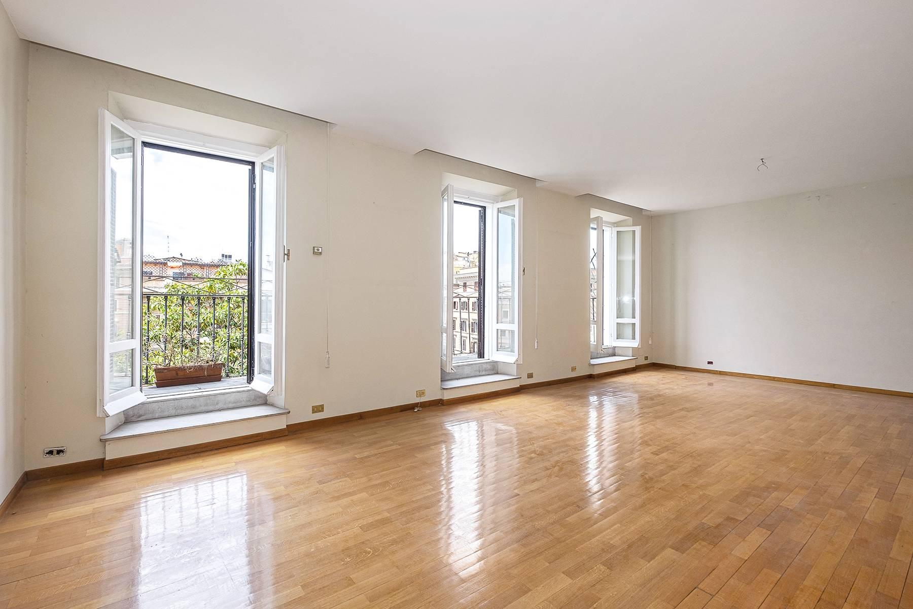 Apartments por un Venta en Elegant attic with terrace Rome, rom Italia