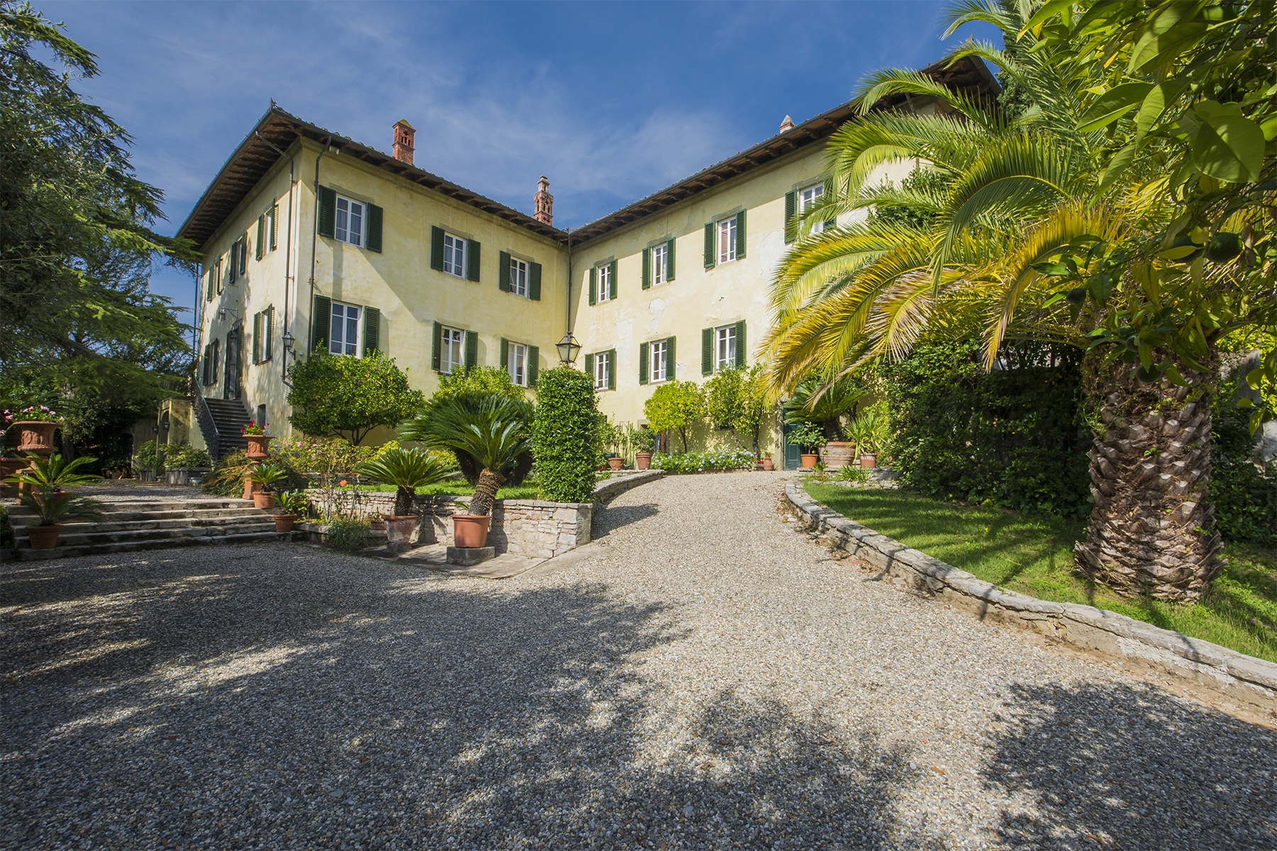 17th century villa with olive groves and vineyards Lucca, Lucca Italien