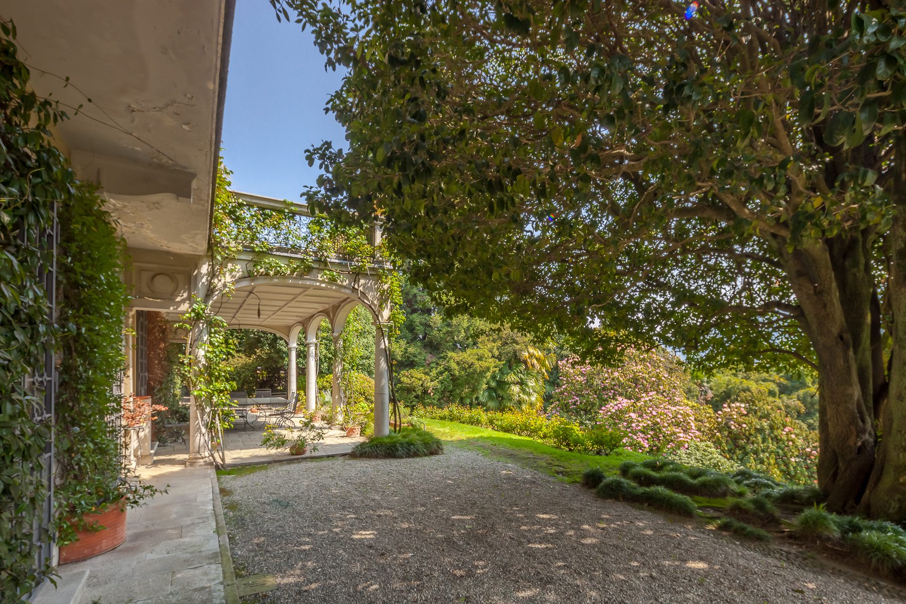 Additional photo for property listing at Early 20th century villa with centuries-old park and lake view Verbania, Verbano Cusio Ossola Italy