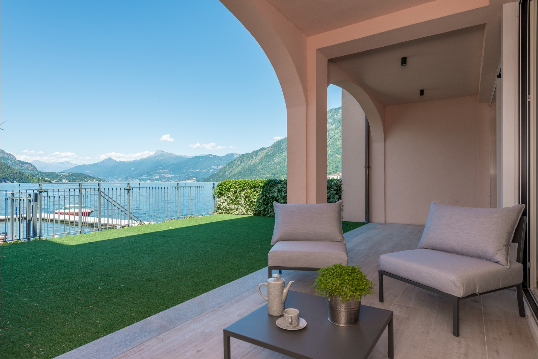 Other Residential Homes for Sale at Fantastic opportunity directly on the lake Other Como, Como Italy