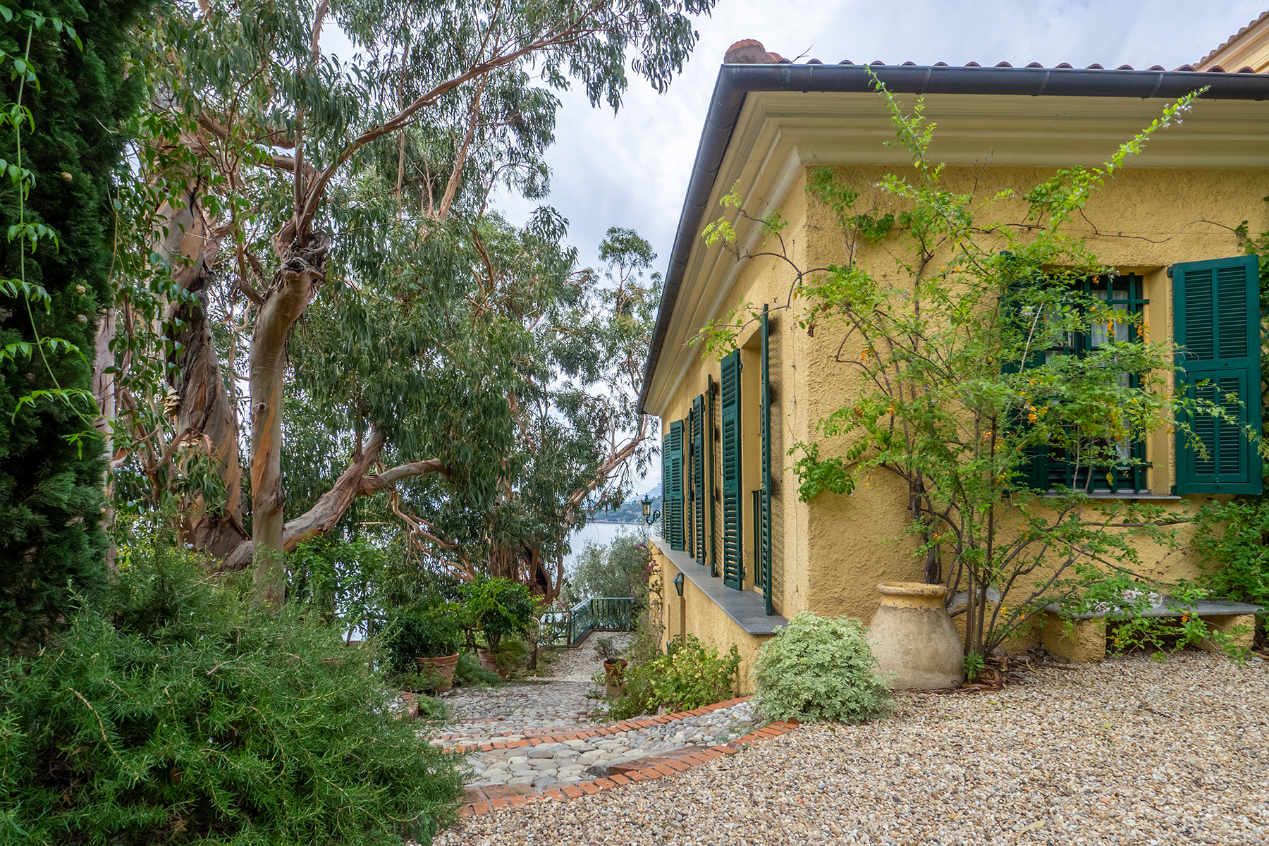 Other Residential Homes للـ Sale في Semidetached historical villa with private access to the sea Ventimiglia, Imperia Italy