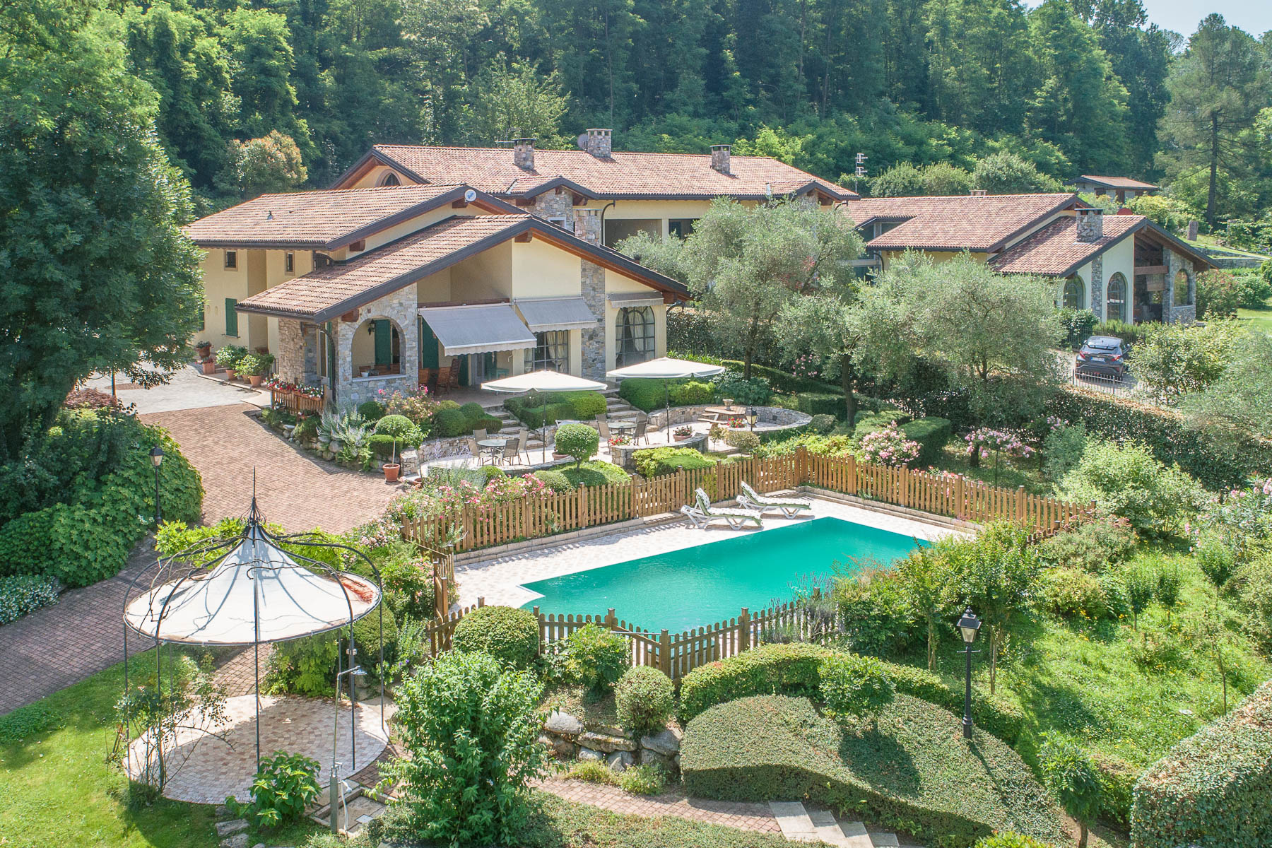 Other Residential Homes por un Venta en Elegant villa with pool on the Lombardy side of Lake Maggiore Besozzo, Varese Italia