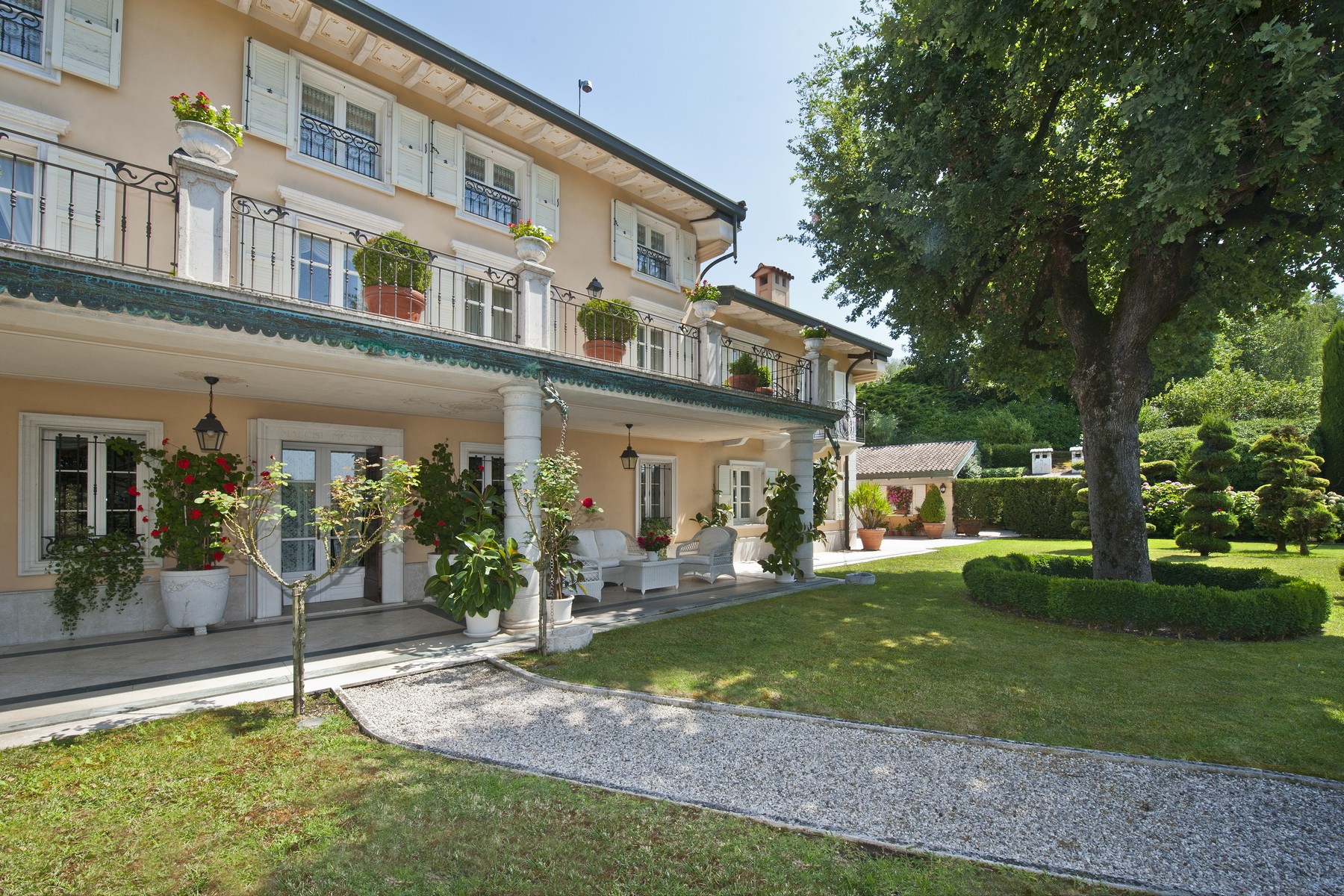 Other Residential Homes for Sale at Luxury villa with swimming pool nestled in the Garda Morainic Hills Monzambano, Mantua Italy