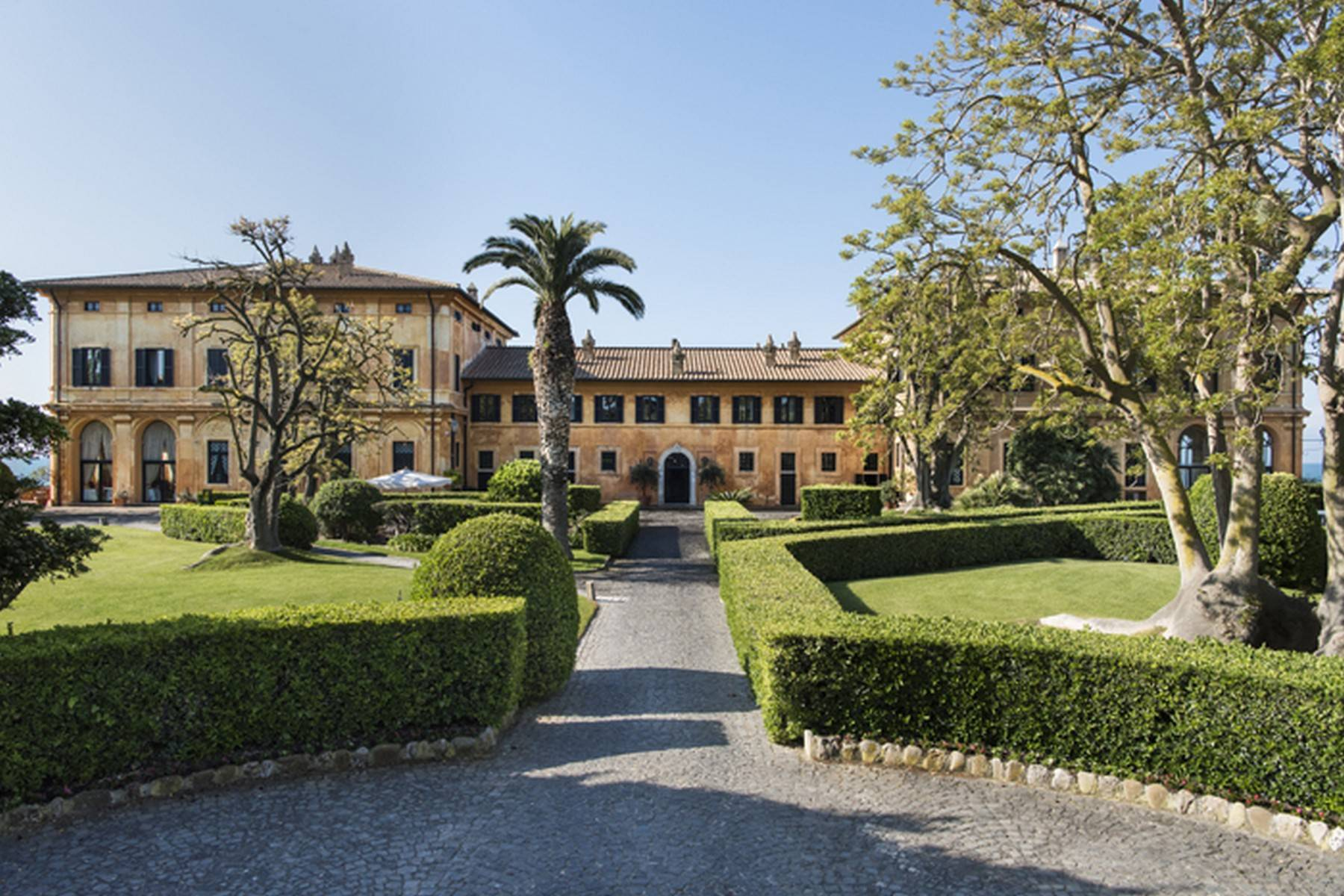 Other Residential Homes por un Alquiler en Waterfront, gorgeous and majestic historical mansion Other Rome, rom Italia