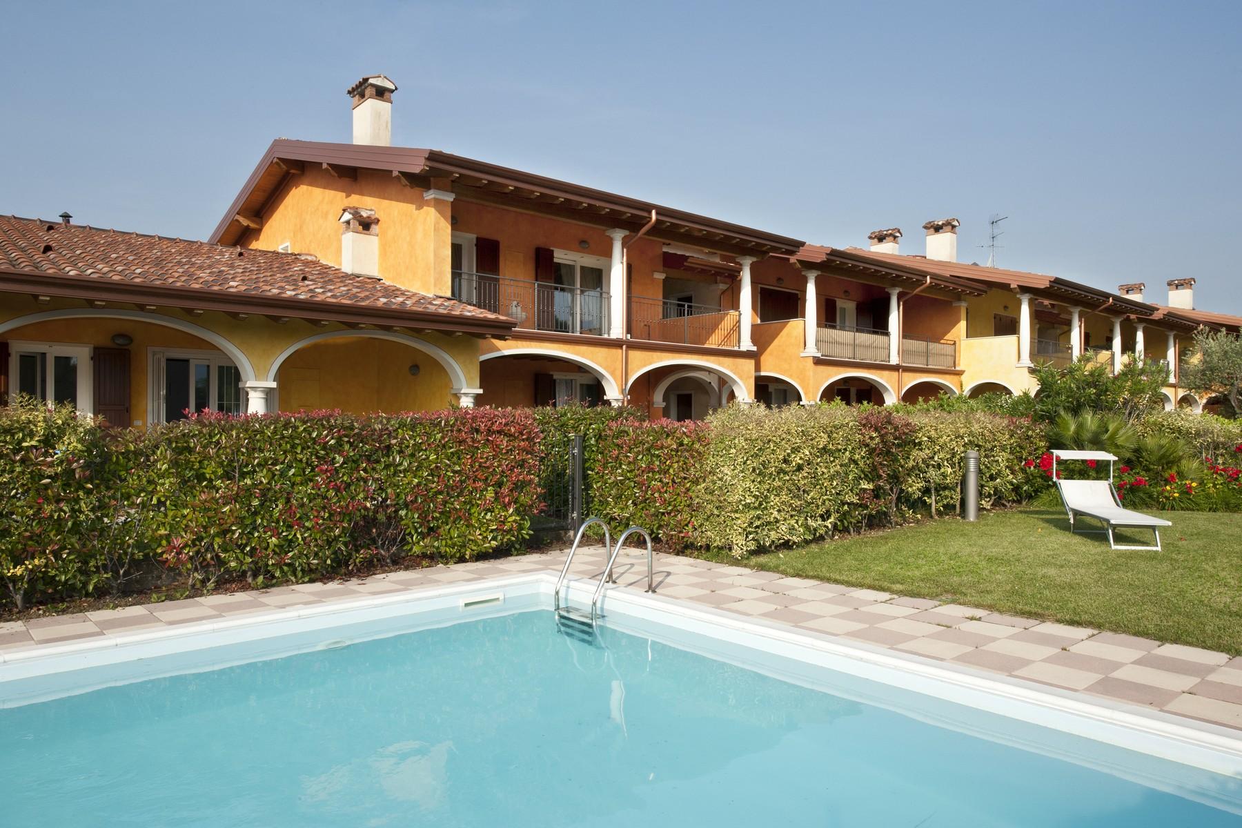 شقة للـ Sale في Elegant apartment in Manerba del Garda Manerba del Garda, Brescia, Italy