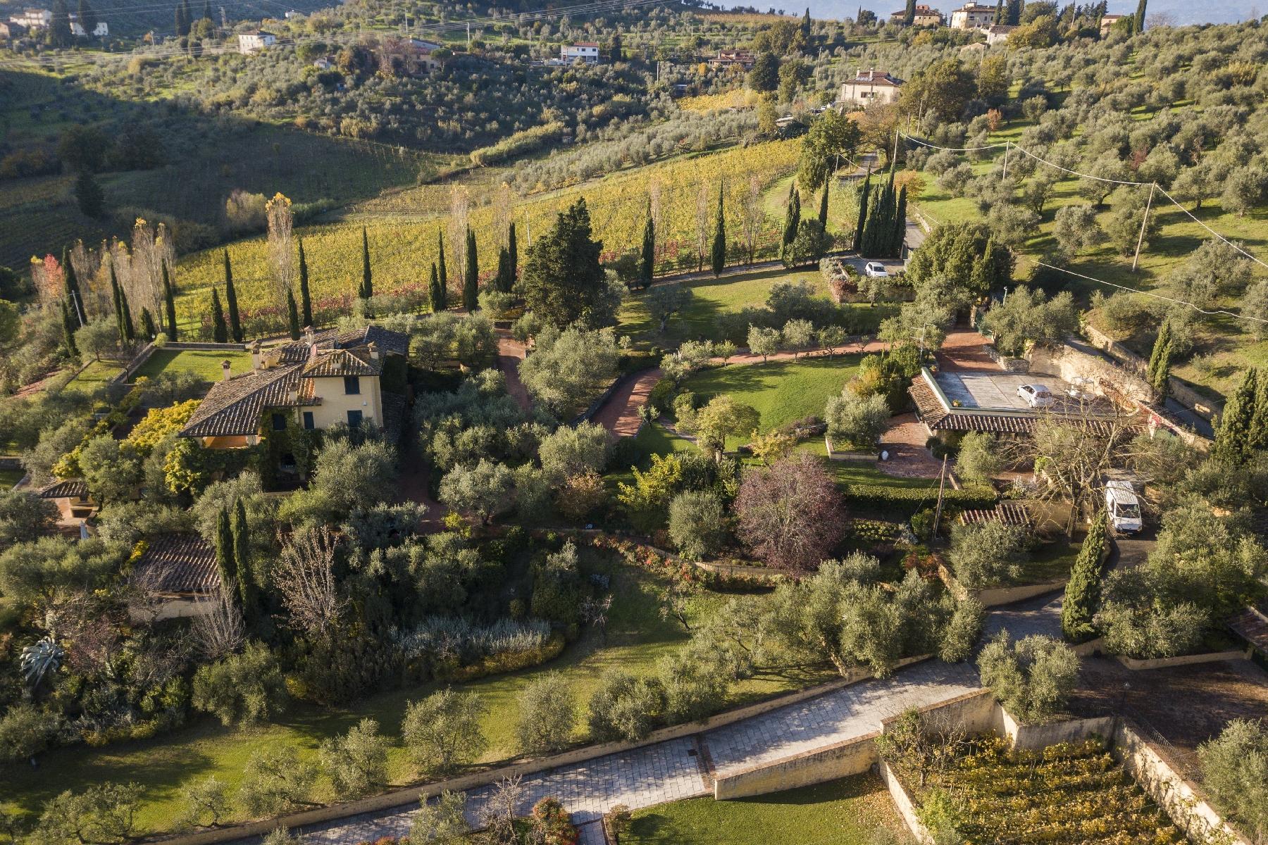 Other Residential Homes por un Venta en Amazing Villa with Pool and Vineyard on the Florentine Hillside near Carmignano Carmignano, Prato Italia