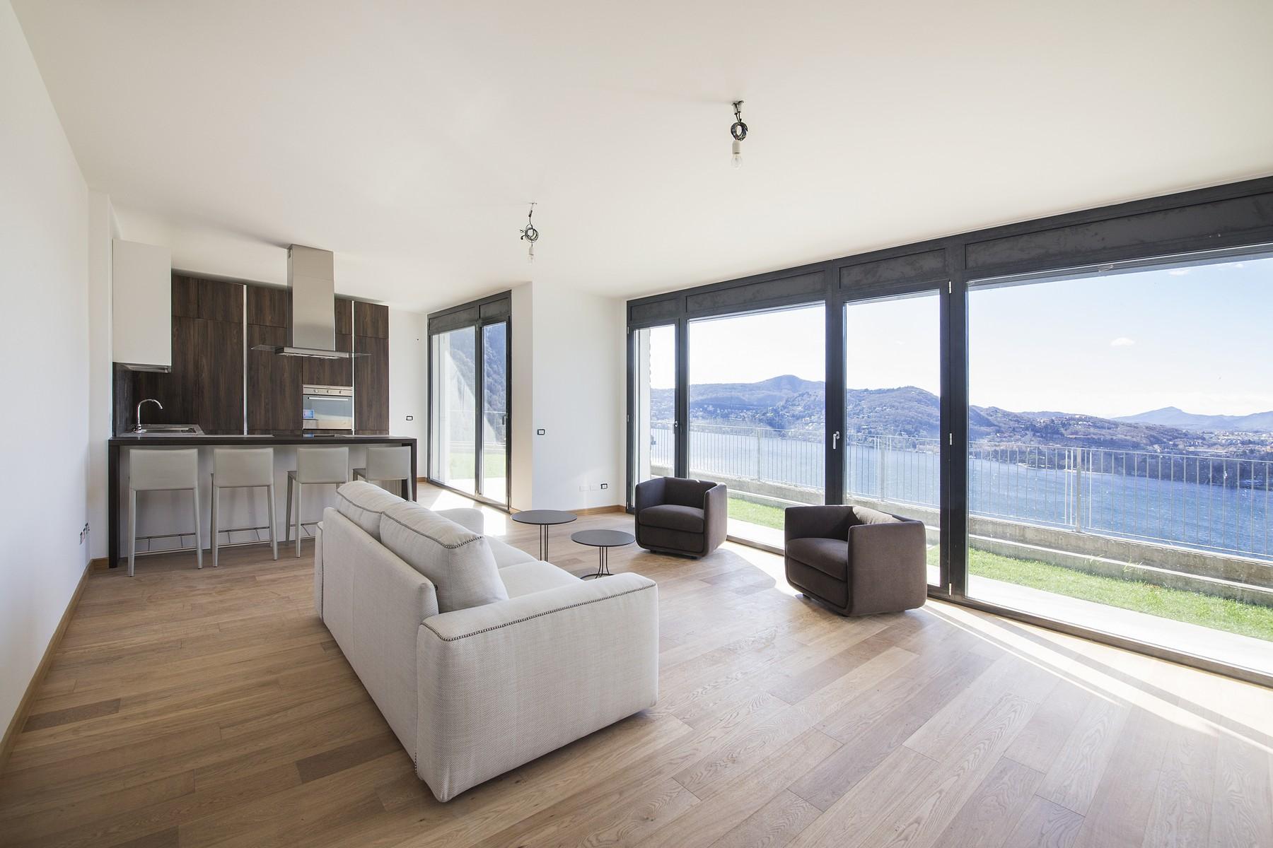 شقة للـ Sale في Modern apartment with private garden and amazing lake views Blevio, Como, Italy