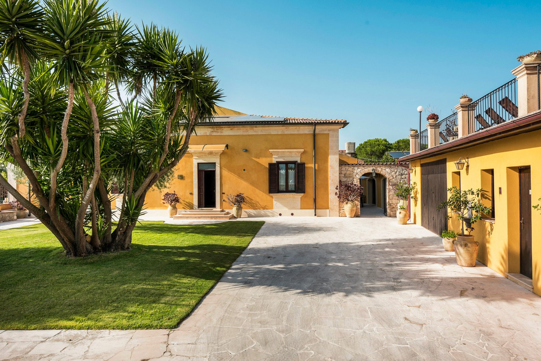 Single Family Homes for Sale at Charming villa with swimming pool Noto, Syracuse Italy