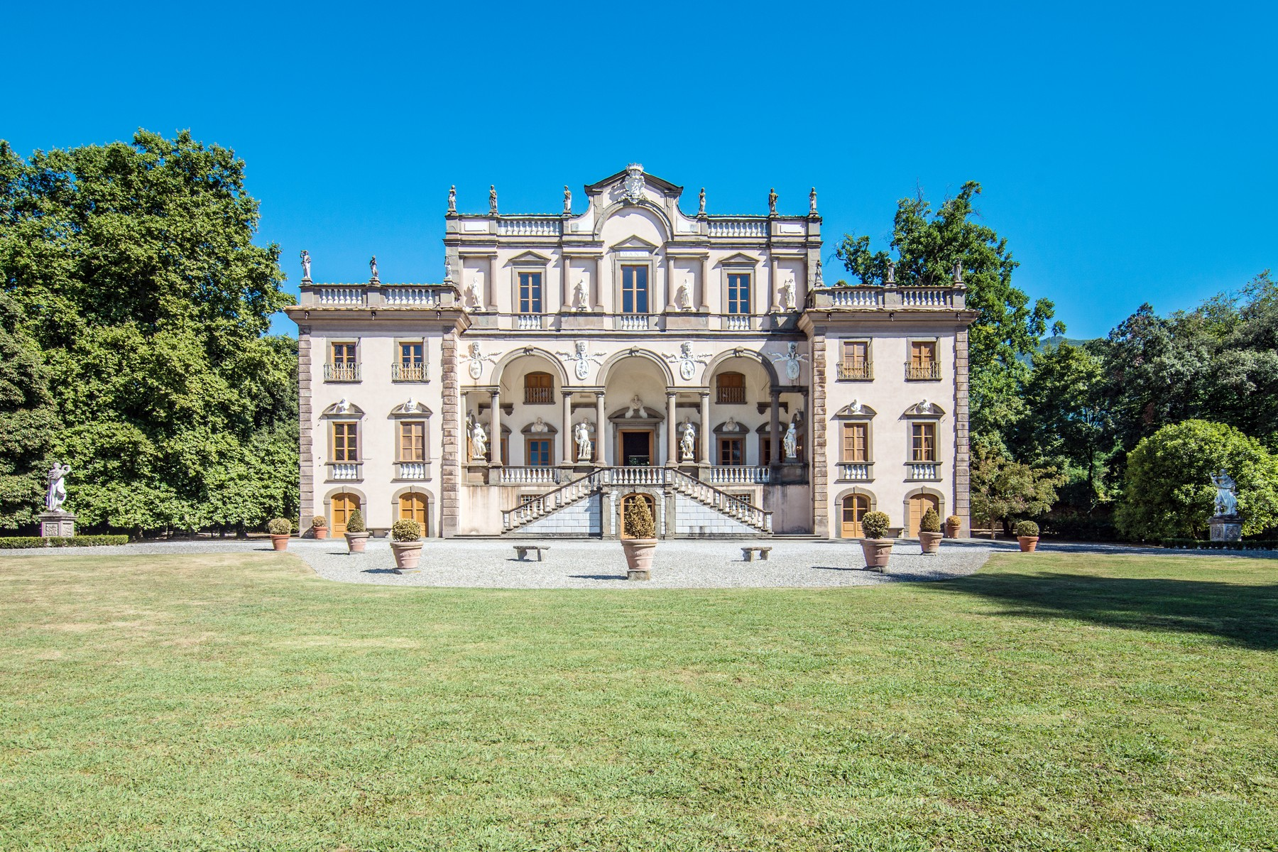 Other Residential Homes por un Venta en Luxury historic mansion in the countryside of Lucca Capannori, Lucca Italia