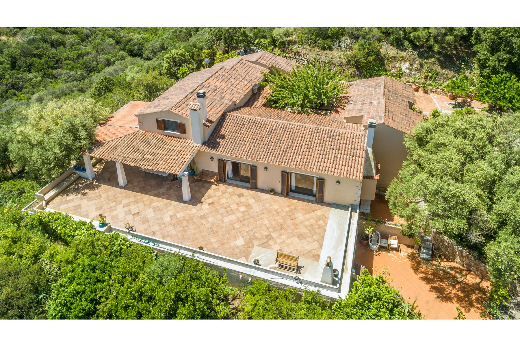 Other Residential Homes للـ Sale في Baia di Cugnana Beautiful Villa into the green Other Italy, Other Areas In Italy Italy