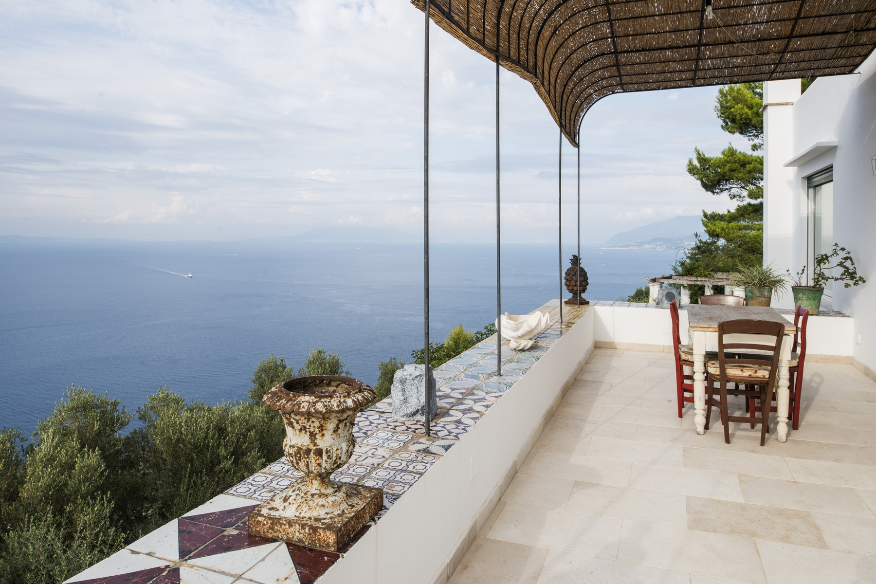 Other Residential Homes للـ Sale في Magnificent property overlooking the sea Capri, Naples Italy