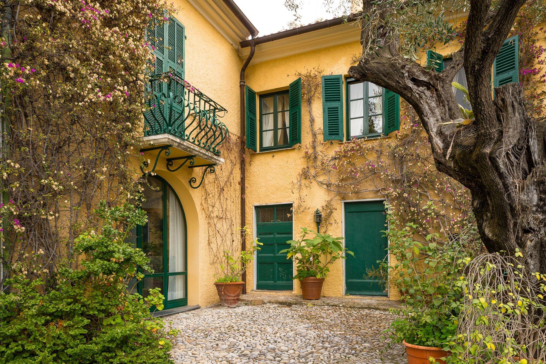 公寓 为 销售 在 Charming apartment with private access to the sea in a historic Villa Ventimiglia, 因佩里亚, 意大利