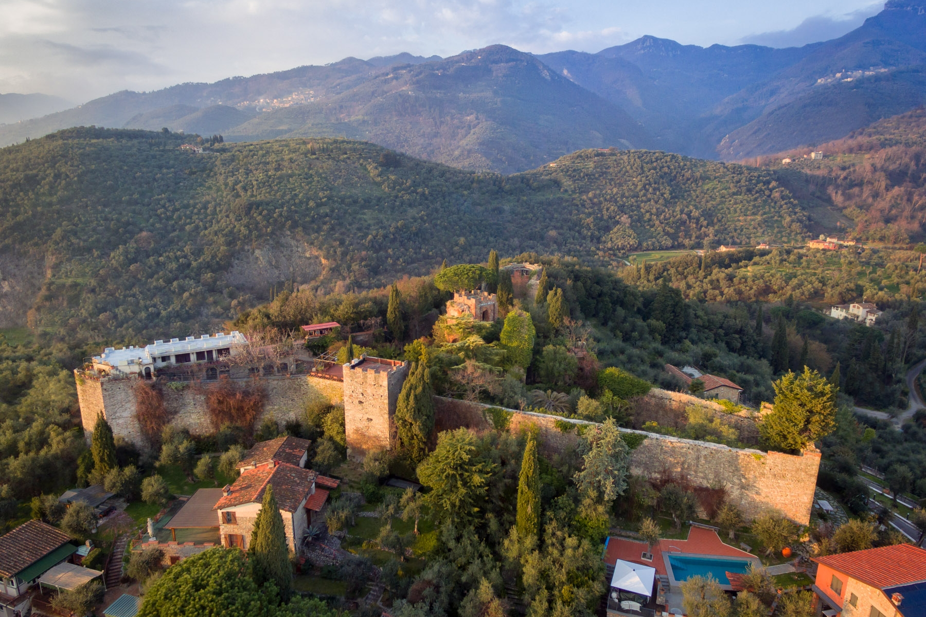 Other Residential Homes 为 销售 在 Wonderful castle on the hills of Versilia 卡玛伊奥雷, 卢卡 意大利