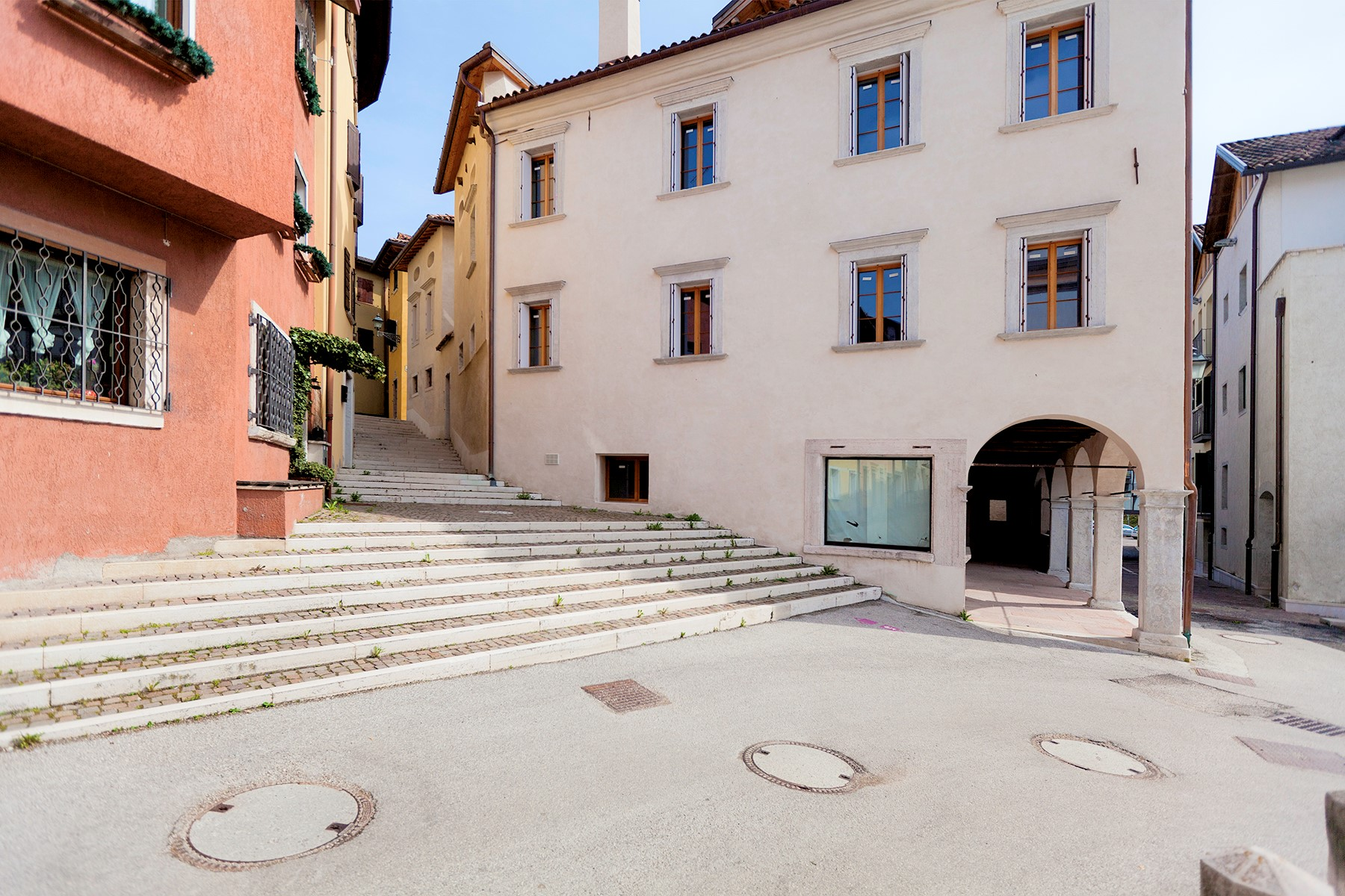 Apartments 용 매매 에 Maisonette in a charming historic building in the heart of the ancient Belluno. Belluno, Belluno 이탈리아