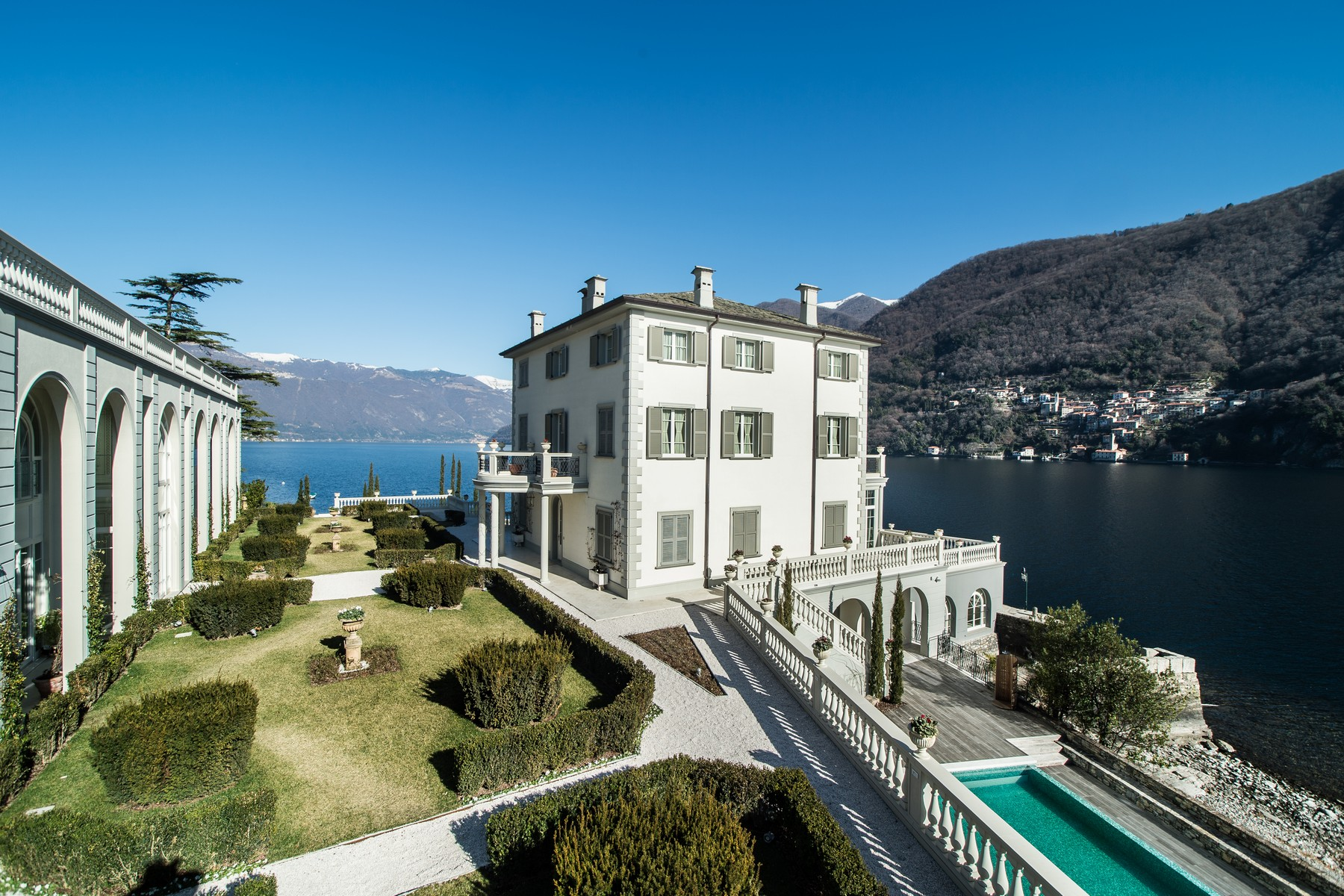 Additional photo for property listing at Gorgeous lakefront trophy estate Laglio, Como Italy