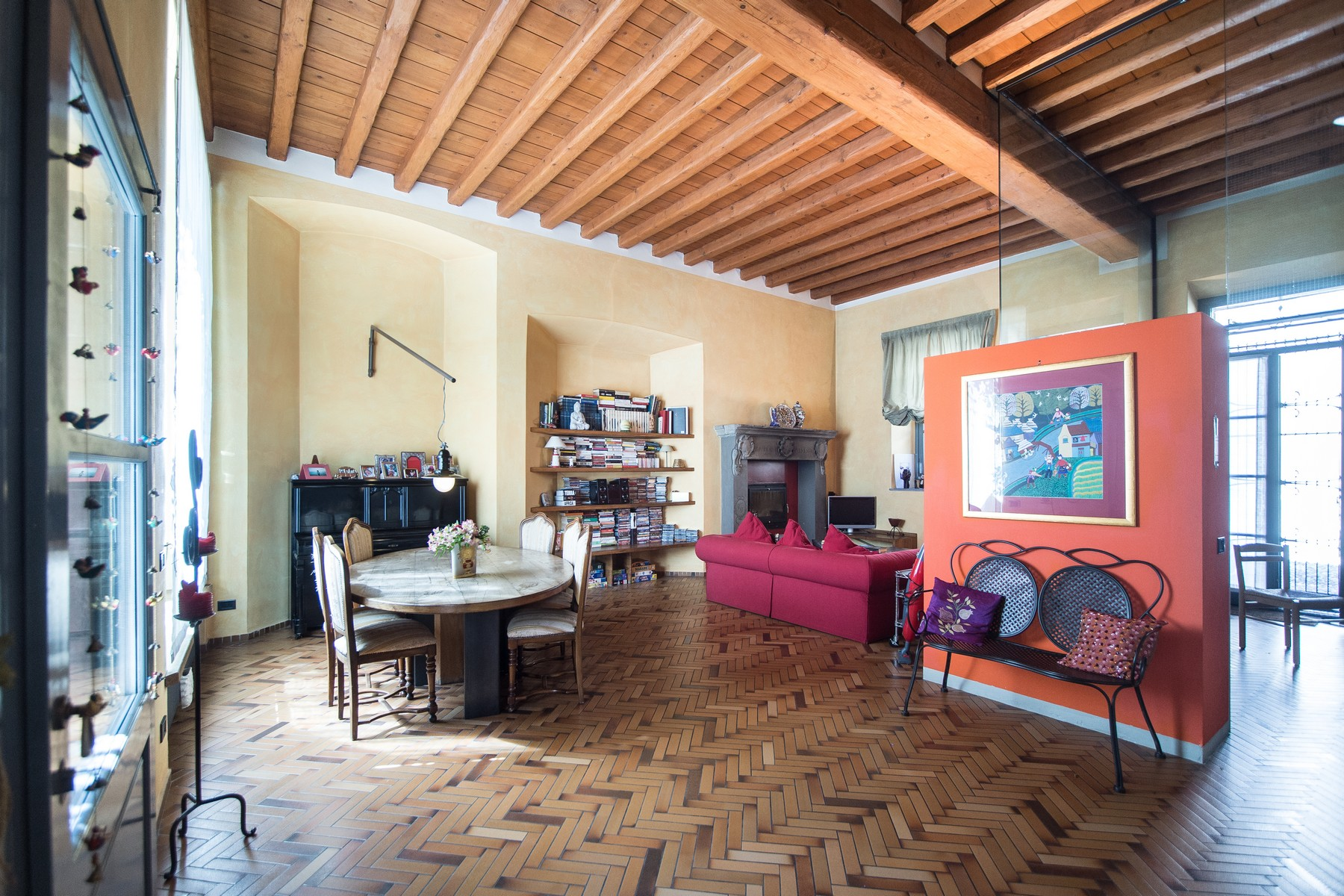 شقة للـ Sale في Magnificent semi-detached house on two levels Fino Mornasco, Como, Italy