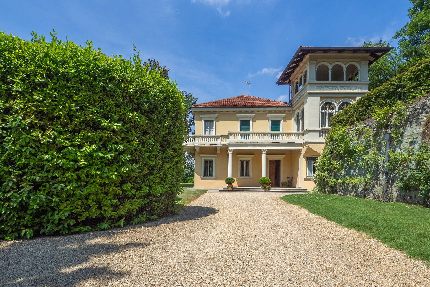 Single Family Homes for Sale at Exquisite villa with swimming pool in the hill of Turin Torino, Turin Italy