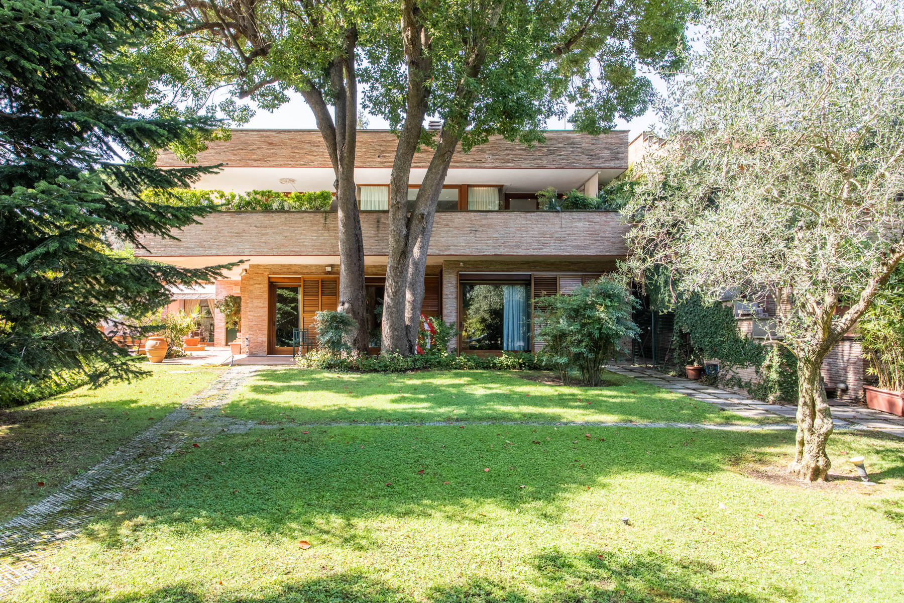 Other Residential Homes for Sale at Bright property surrounded by greenery Rome, Rome Italy