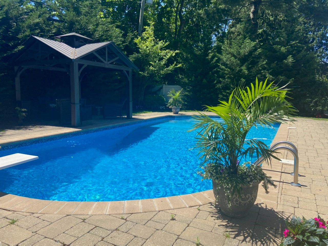 Single Family Homes for Sale at 42 Circle Drive, Glen Cove, NY 11542 42 Circle Drive Glen Cove, New York 11542 United States