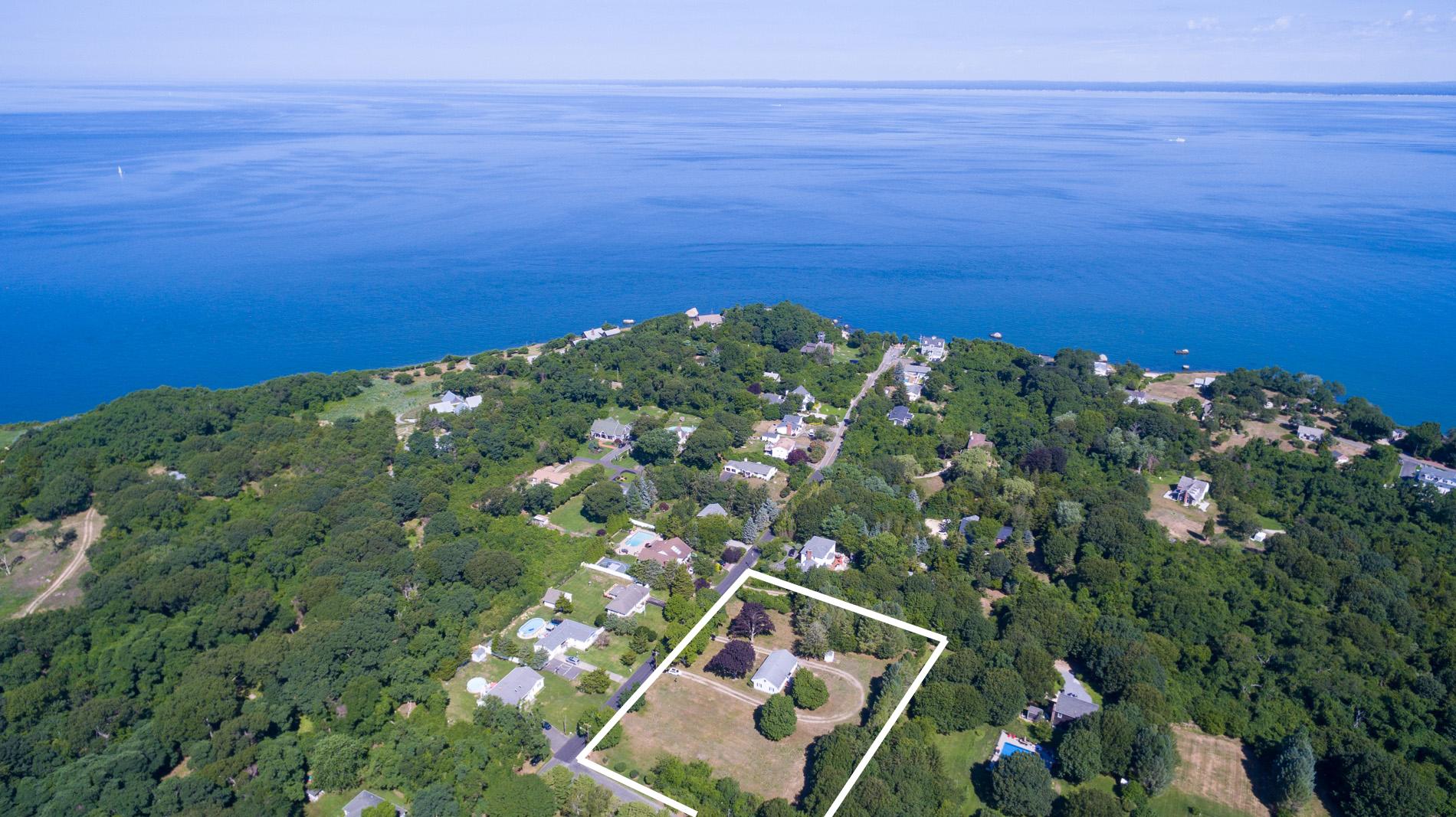 Single Family Homes 為 出售 在 145 Southern Boulevard, East Marion, Ny, 11939 East Marion, 纽约 11939 美國