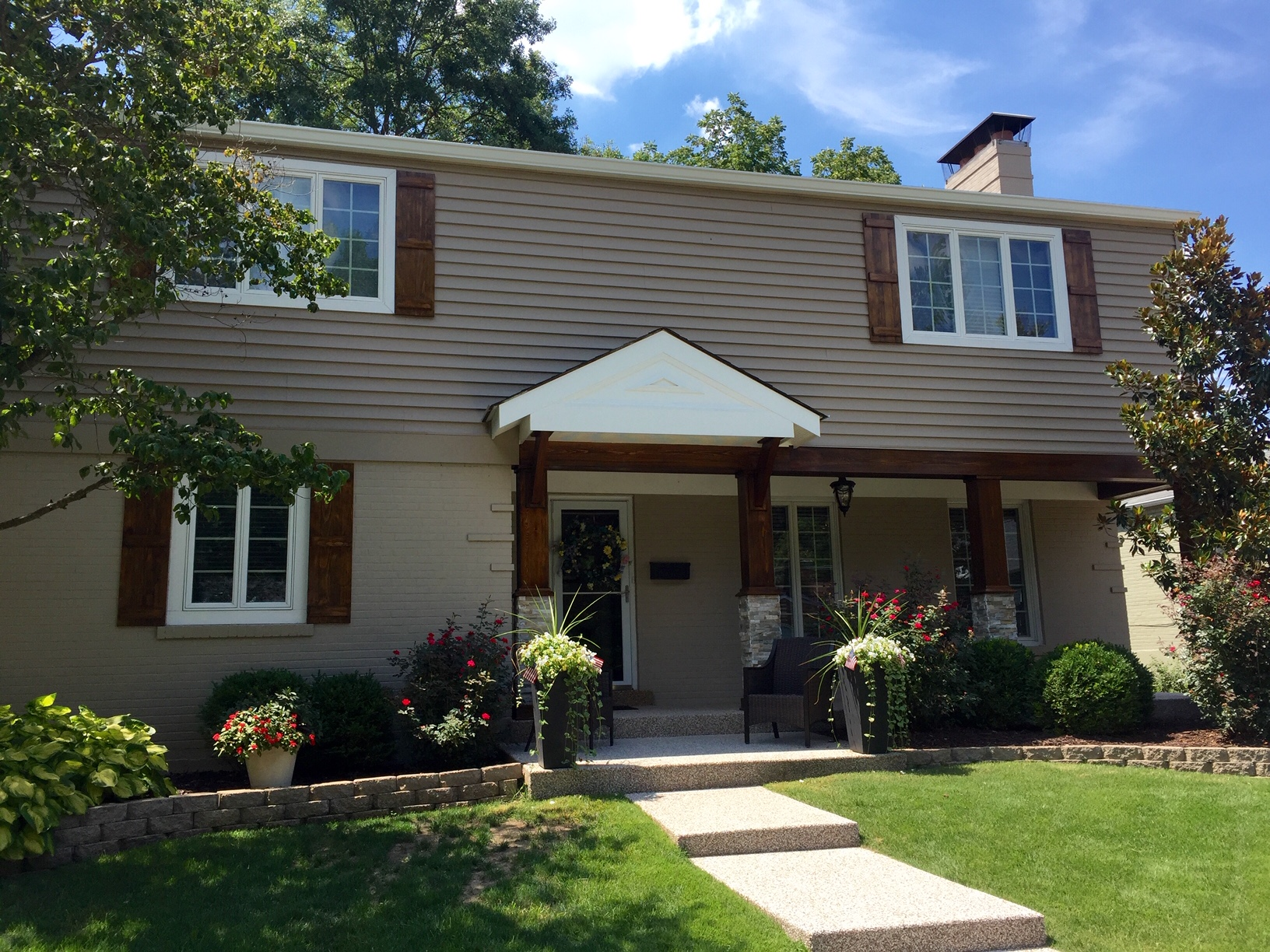 Property for Sale at Lovely Two Story in the Heart of Ladue 37 Magnolia Drive Ladue, Missouri 63124 United States