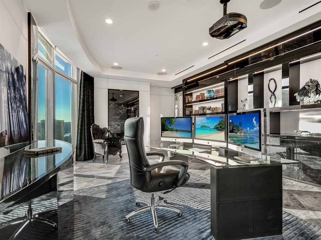 Additional photo for property listing at Custom Finishes and Floor Plan 200 Congress Avenue Unit 34P Austin, Texas 78701 United States