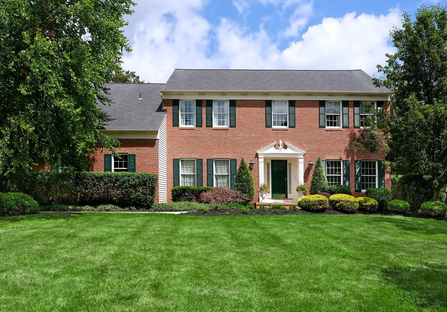 Single Family Homes per Vendita alle ore Princeton Oaks Perfection with Room for a Pool 2 Bush Court, West Windsor, New Jersey 08550 Stati Uniti
