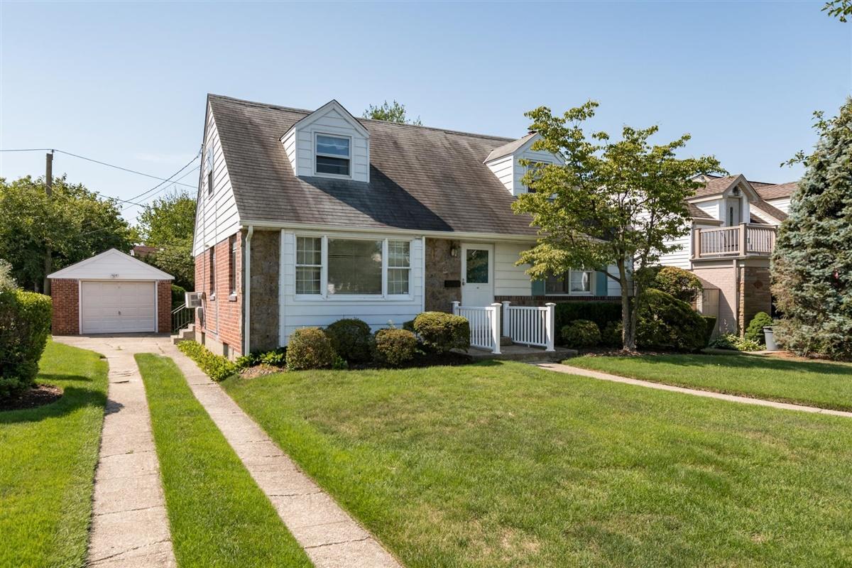 Single Family Homes 為 出售 在 10 Garson Rd, Carle Place, Ny, 11514 Carle Place, 纽约 11514 美國
