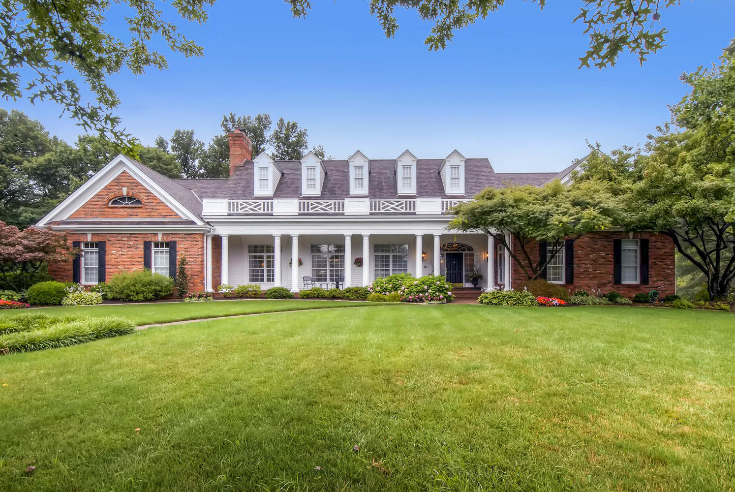Single Family Homes for Sale at Magnificent Frontenac Renovation in Gated Community with Pool 49 Manderleigh Estates Court Frontenac, Missouri 63131 United States