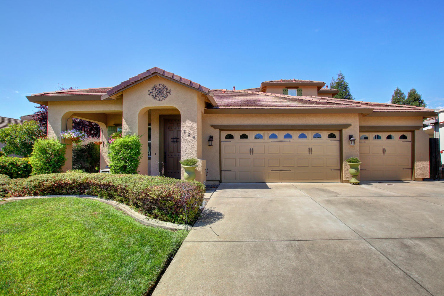 Single Family Homes for Active at Gorgeous Home with SOLAR in Lincoln 324 Ashwood Way Lincoln, California 95648 United States