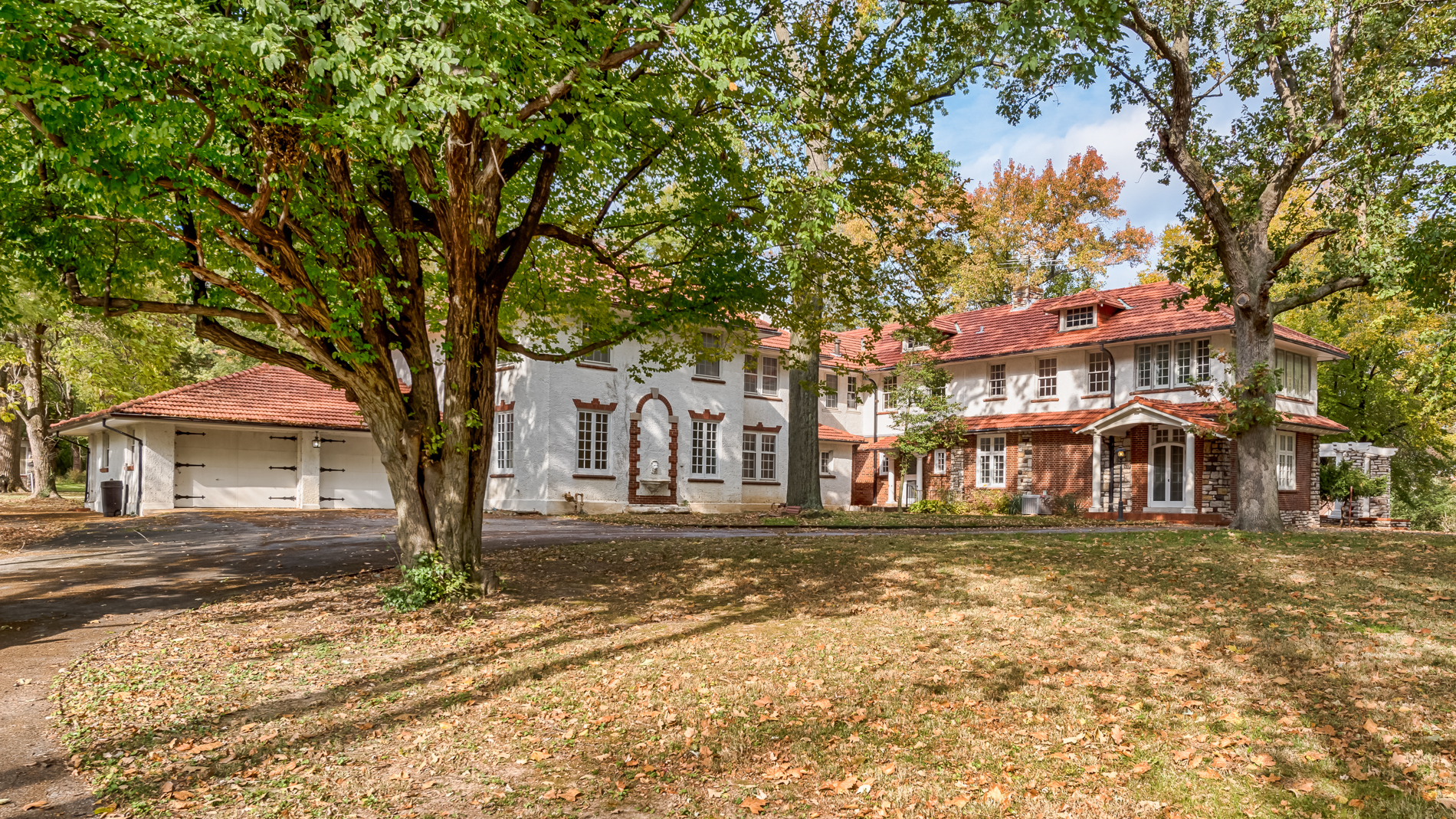 Single Family Homes for Sale at The Watkins Estate 1601 South Warson Road Ladue, Missouri 63124 United States
