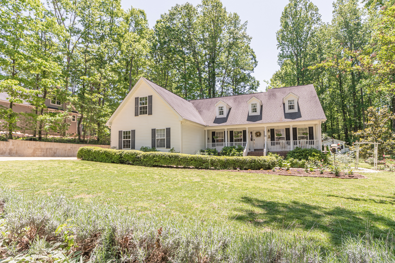 Single Family Homes for Sale at UNDER CONTRACT! 9 Spur Drive, Travelers Rest, SC 29690 9 Spur Drive Travelers Rest, South Carolina 29690 United States