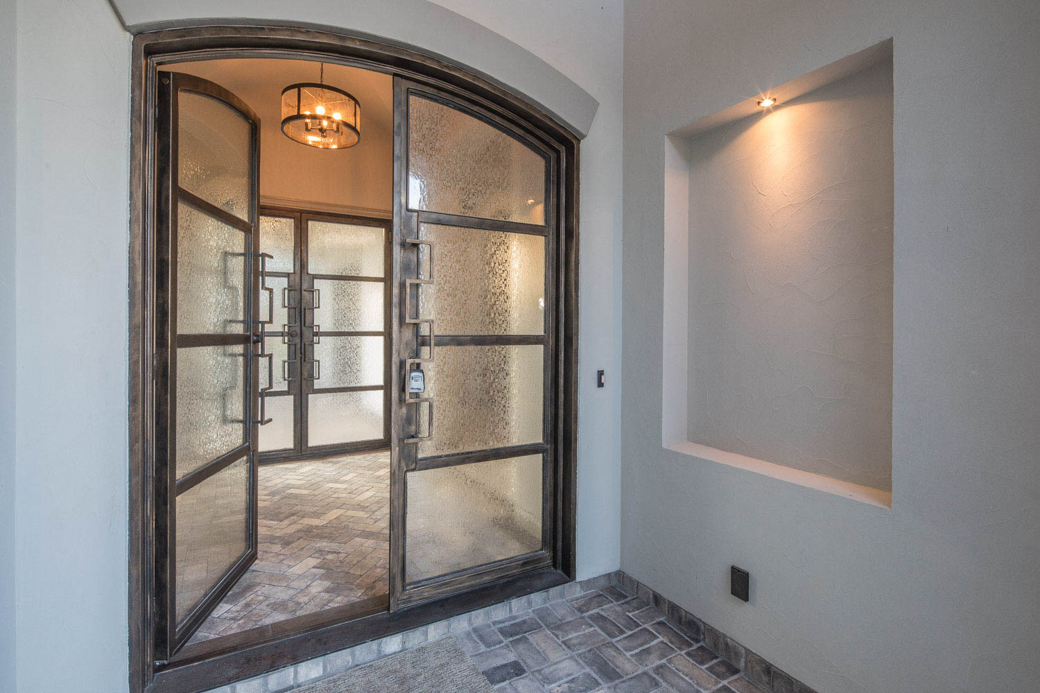 Additional photo for property listing at Beautifully Designed and Appointed Spec Home 2447 Wallaby Cir New Braunfels, Texas 78132 United States