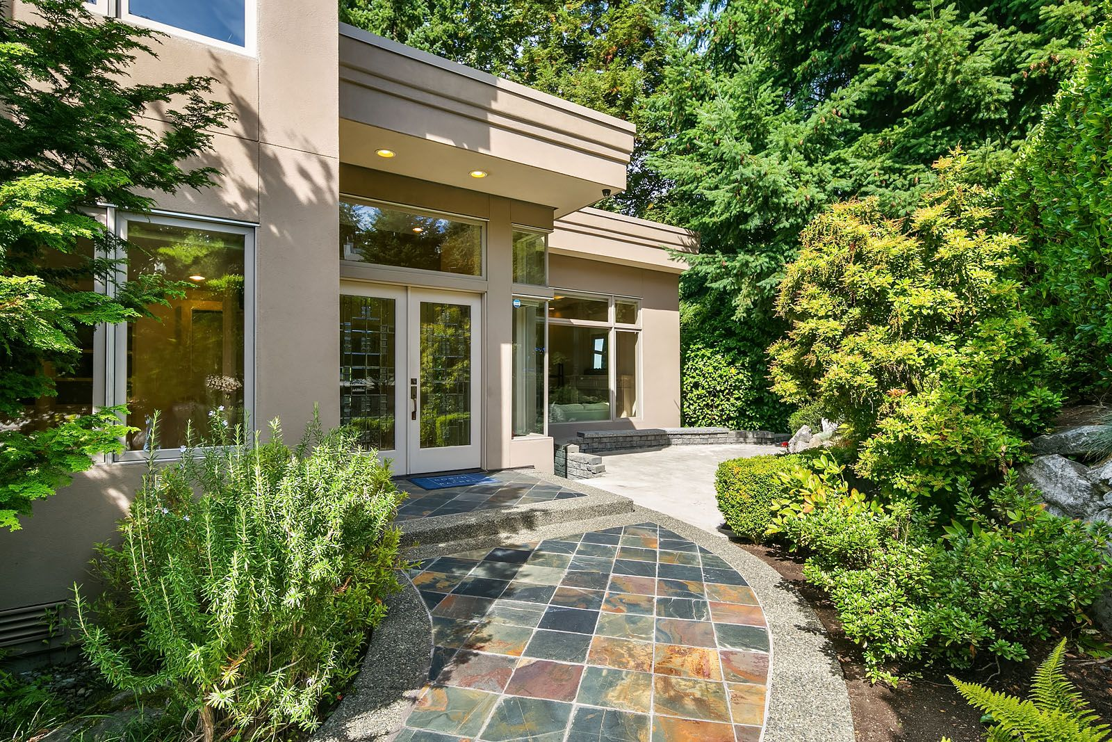 Single Family Homes for Sale at 4815 86th Ave SE, Mercer Island, WA 98040 4815 86th Ave SE Mercer Island, Washington 98040 United States