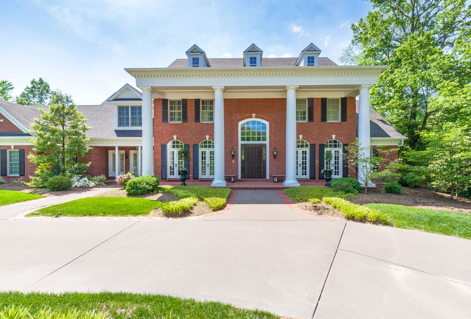 Single Family Home for Sale at 25 Deerfield Road Ladue, Missouri 63124 United States