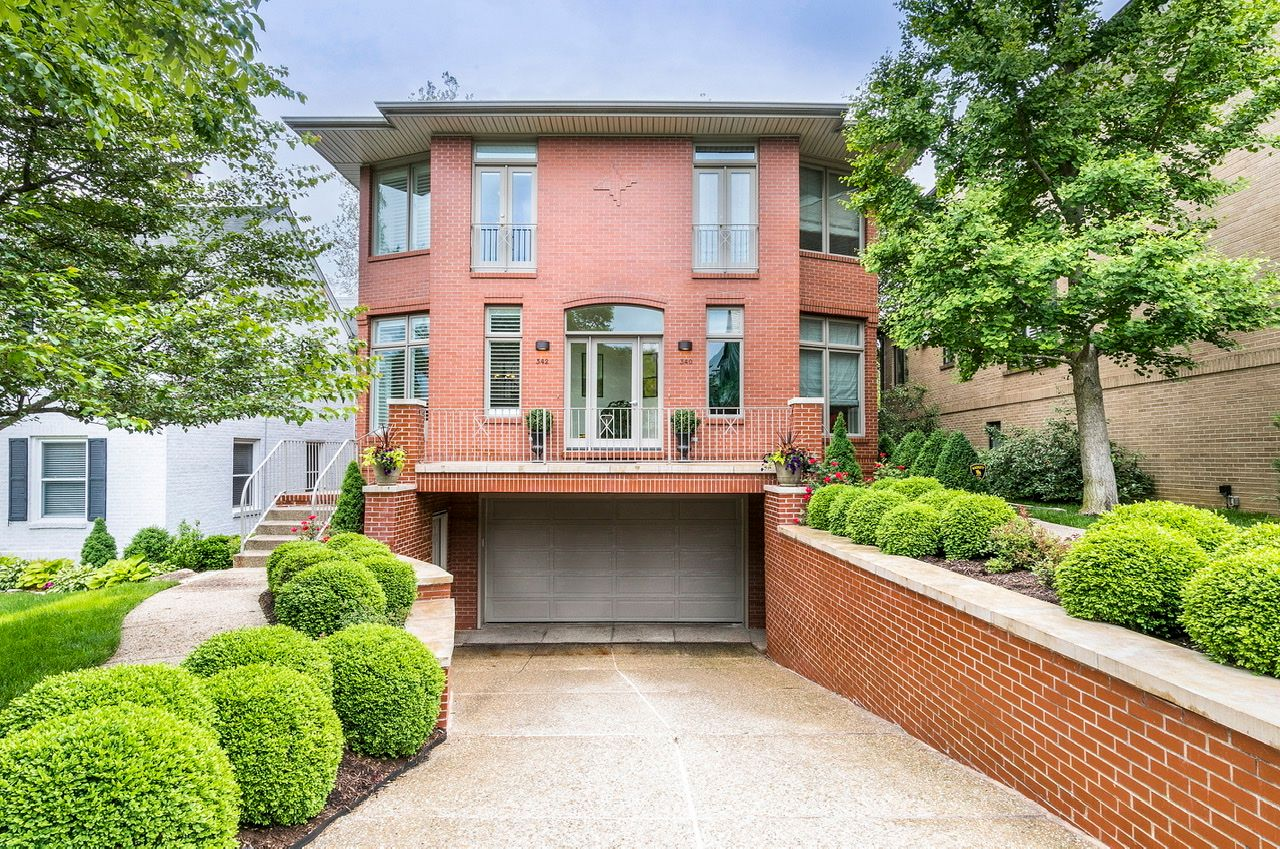 Condominiums για την Πώληση στο Attractive Townhome in Old Town Clayton 342 North Central Avenue, Clayton, Μιζουρι 63105 Ηνωμένες Πολιτείες