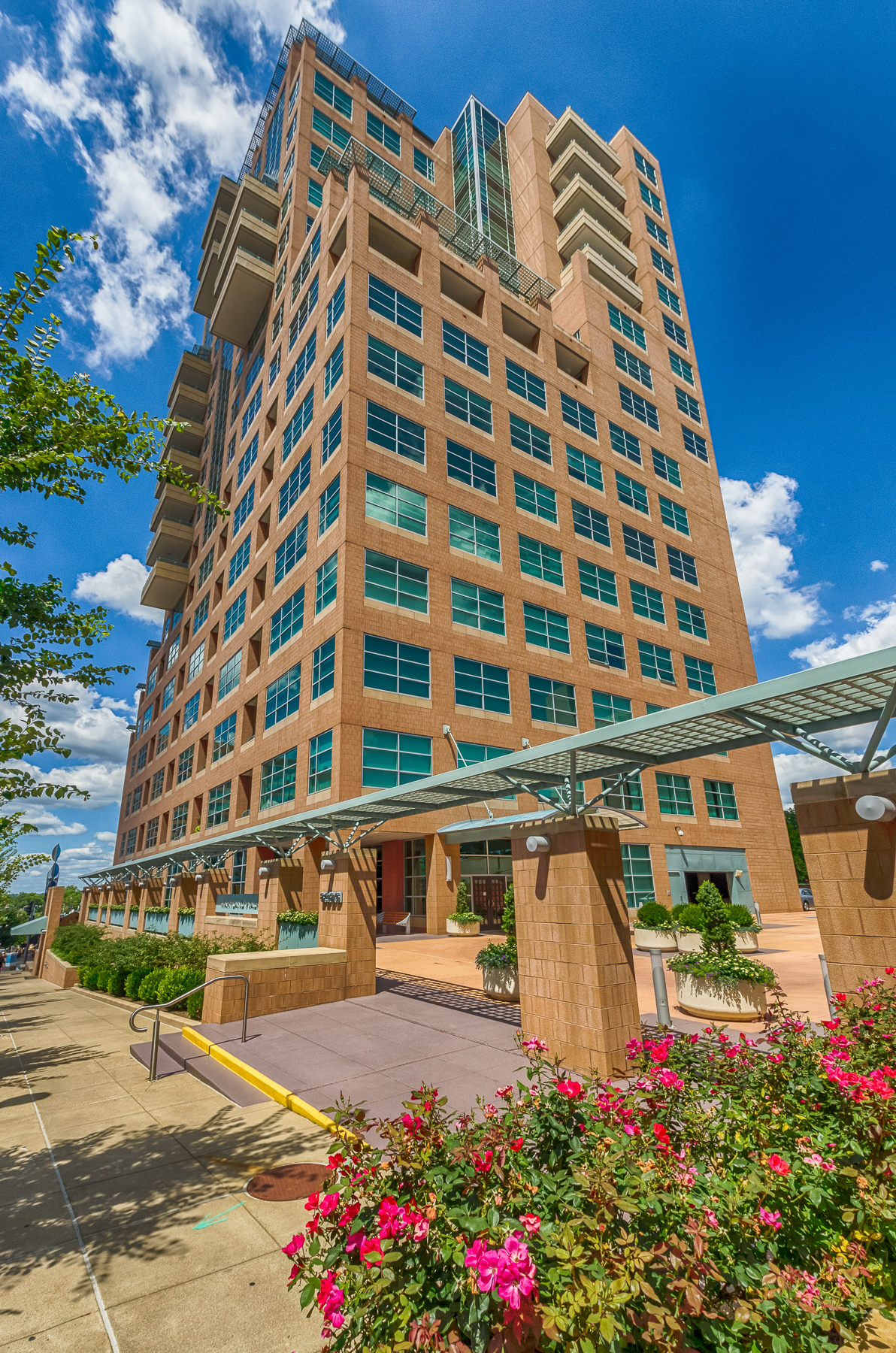 Condominiums for Sale at One of a Kind @ Maryland Walk 8025 Maryland Avenue #5B Clayton, Missouri 63105 United States