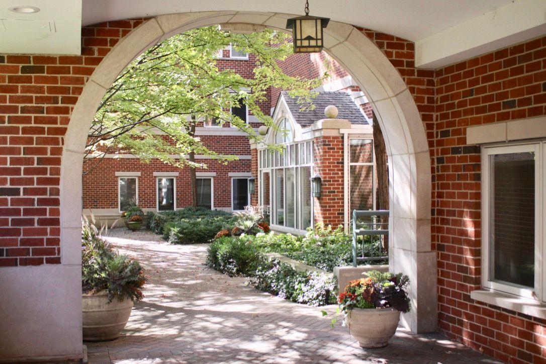 Condominiums voor Verkoop op Heart of Winnetka condo 812 Oak Street Unit 300, Winnetka, Illinois 60093 Verenigde Staten