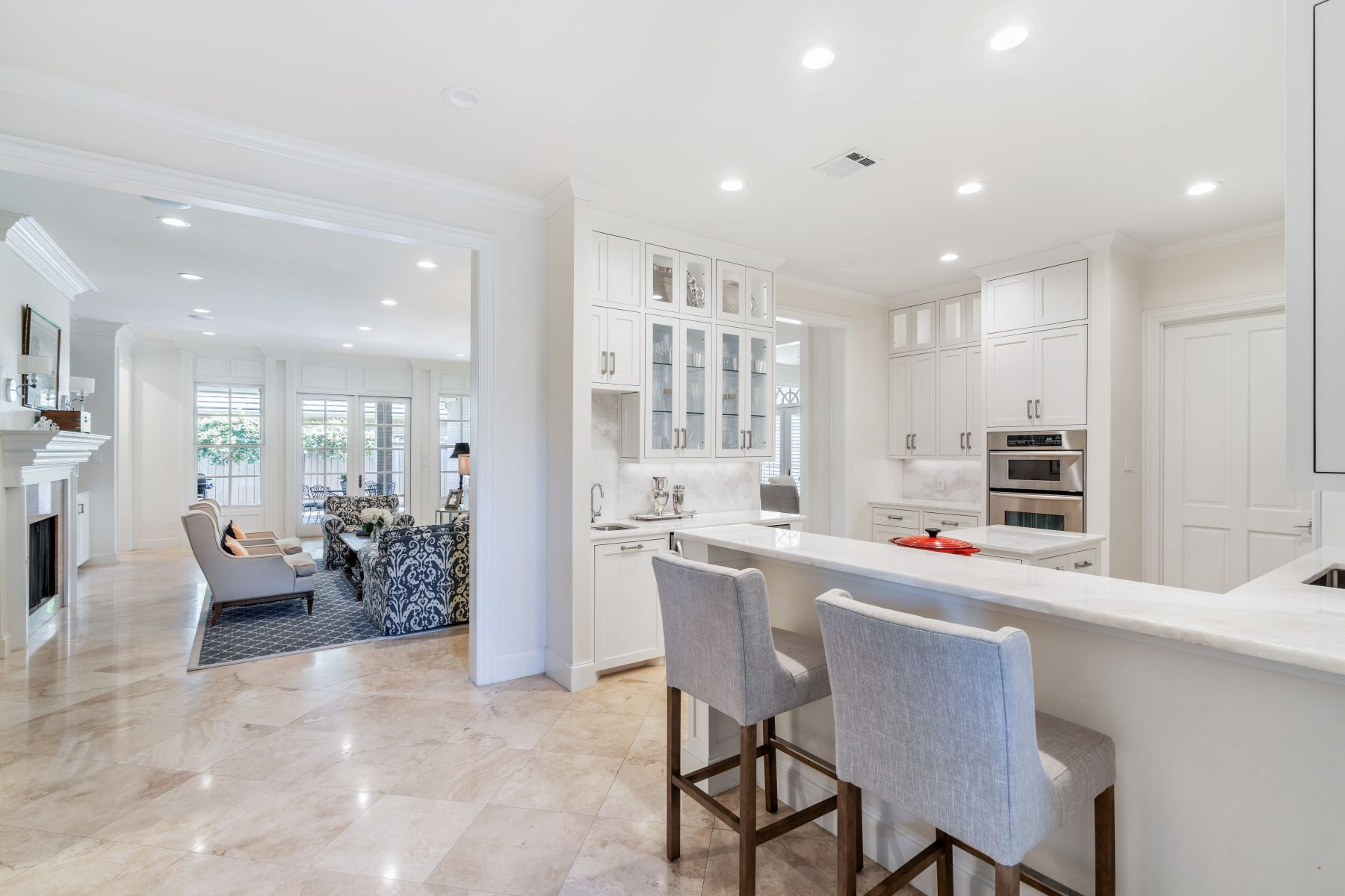 Single Family Homes for Sale at Rare Find One Story in Gated Westover Square 1908 Westover Square Fort Worth, Texas 76107 United States
