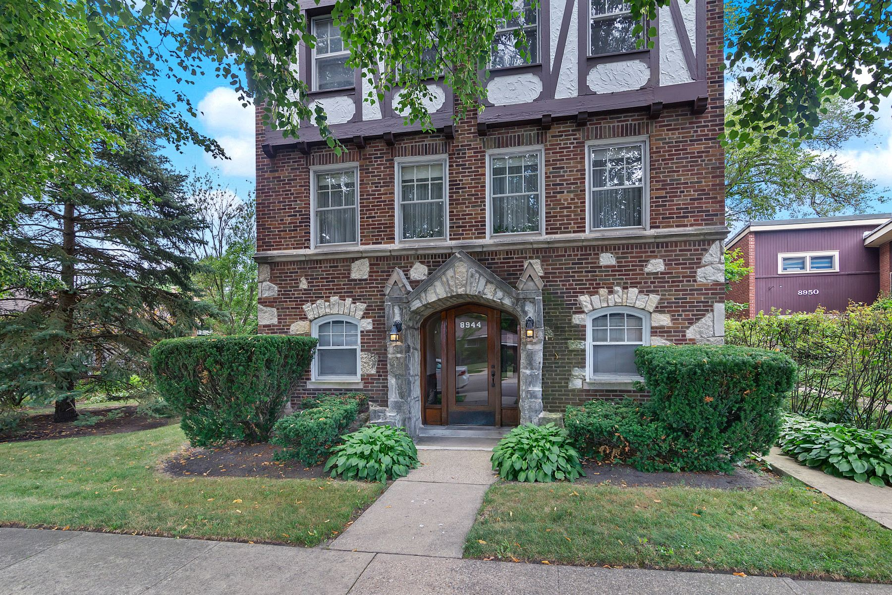 Other Residential Homes por un Venta en Outstanding Jumbo Four Unit on Double Lot 8944 Kilpatrick Avenue Skokie, Illinois 60076 Estados Unidos