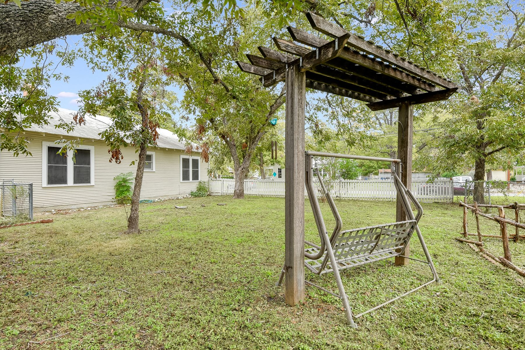 Additional photo for property listing at Craftsman Home in San Antonio 197 North Sycamore Ave New Braunfels, Texas 78130 United States