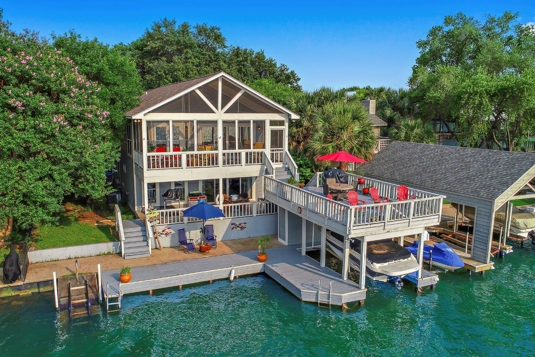 Single Family Homes por un Venta en Lake Living on Lake LBJ 128 Web Isle Drive On Lake LBJ, Granite Shoals, Texas 78654 Estados Unidos