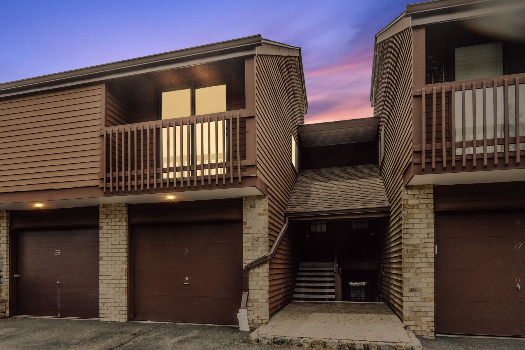 townhouses のために 売買 アット Don't Miss This Modern, Fresh Townhouse 36 Meadowview Drive, Annandale, ニュージャージー 08801 アメリカ