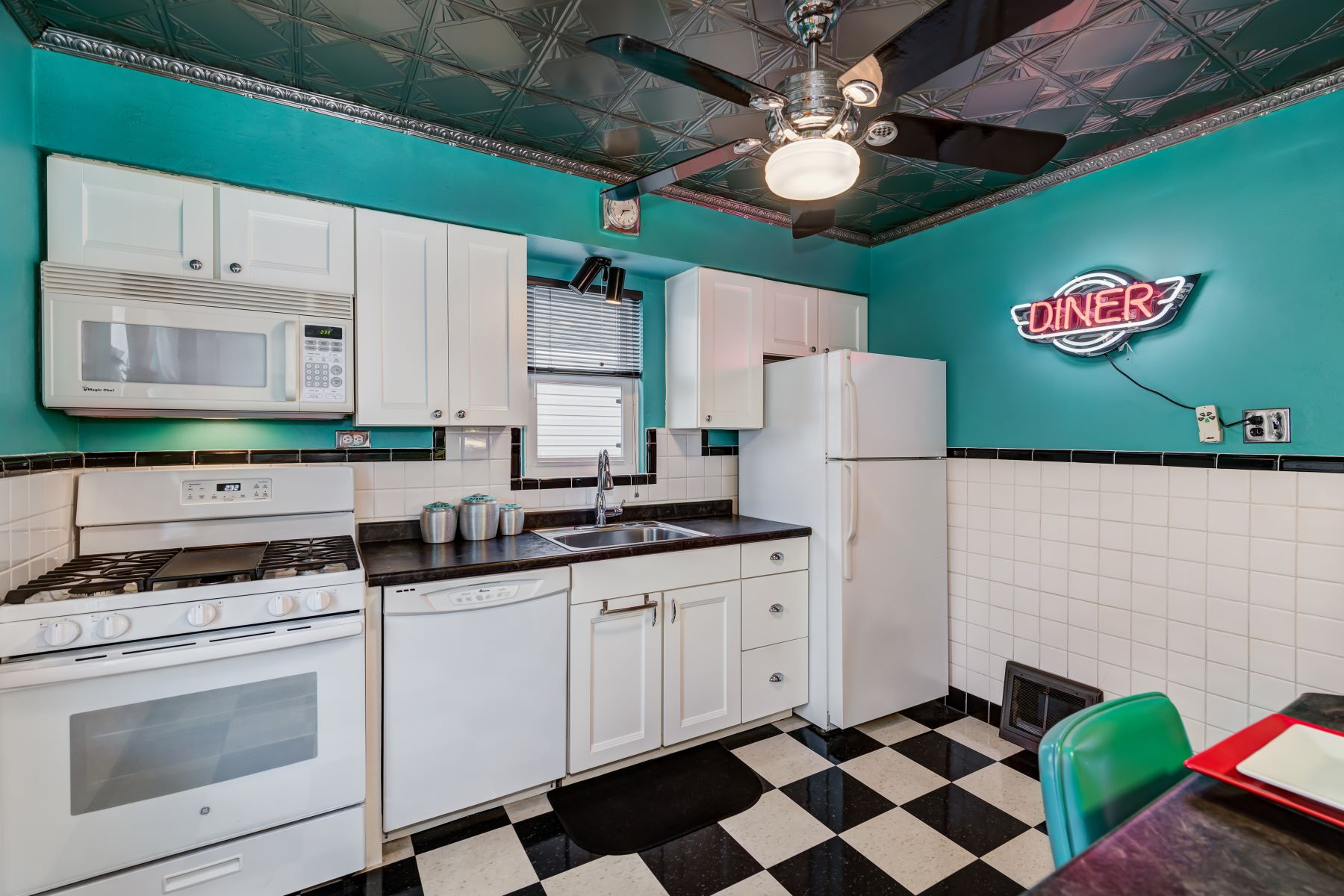 Additional photo for property listing at North Hampton Bungalow 5271 Potomac Street St. Louis, Missouri 63139 United States