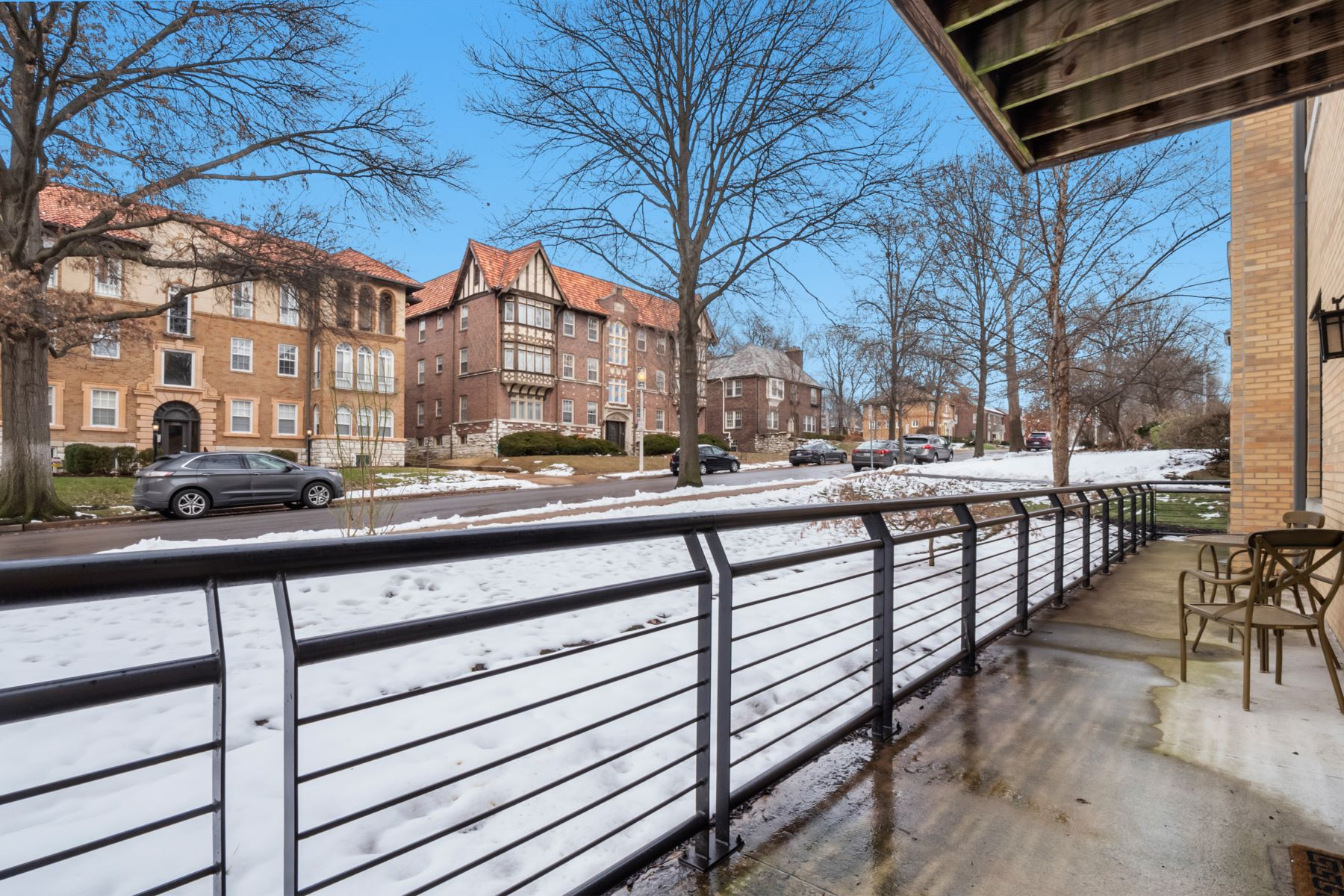 Additional photo for property listing at Clayton Condo Just Waiting for You 7518 Parkdale Avenue #102 Clayton, Missouri 63105 United States