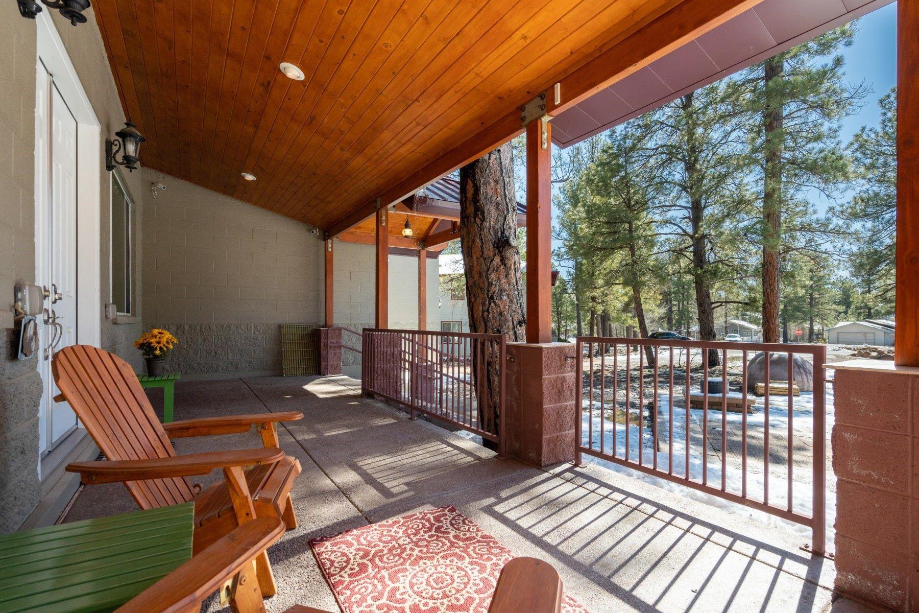 Single Family Homes 为 销售 在 Munds Park 485 E Taos PL Munds Park, 亚利桑那州 86017 美国