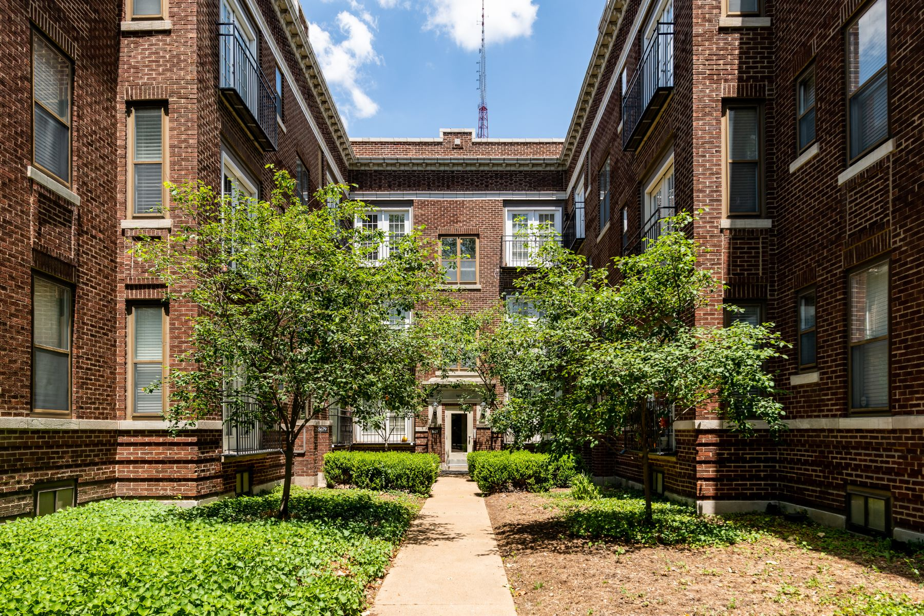 Condominiums for Sale at Debaliviere Condominium 5679 Waterman Boulevard, #21 St. Louis, Missouri 63112 United States