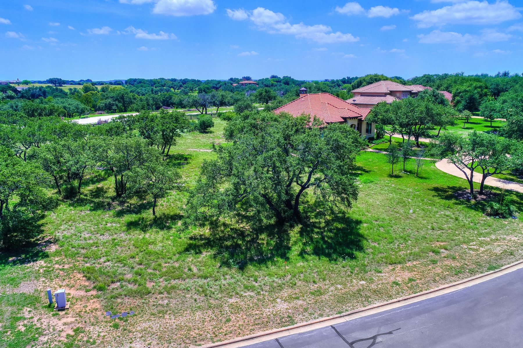 Additional photo for property listing at Exceptional Lot to Live the Spicewood Lifestyle 26011 Masters Parkway Spicewood, Texas 78669 United States